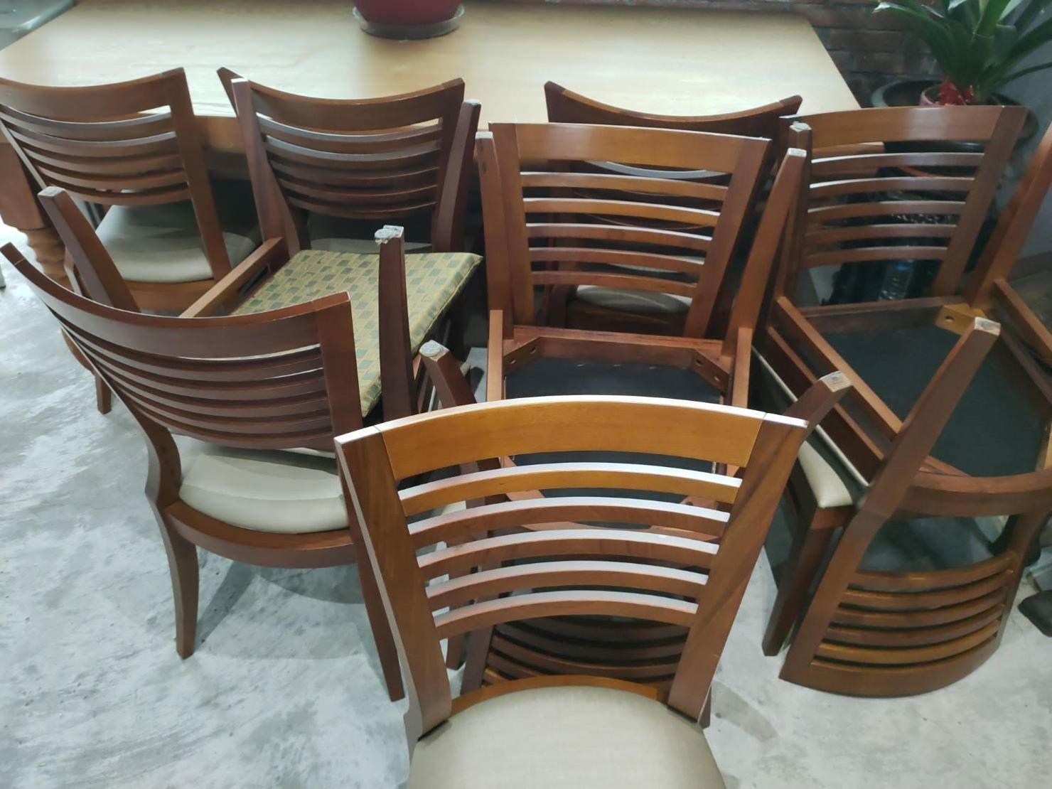 垃圾處理【榮福搬家】搬公司推薦給您最優質、最安全的搬運服務:放置已久無使用的會議椅