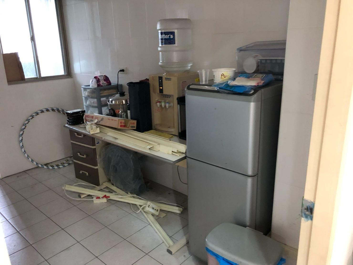 台北搬家公司【榮福搬家】搬家給您最優質、最安全的搬遷服務:清潔整理廚房內雜物打包及冰箱內食材、飲水機等。