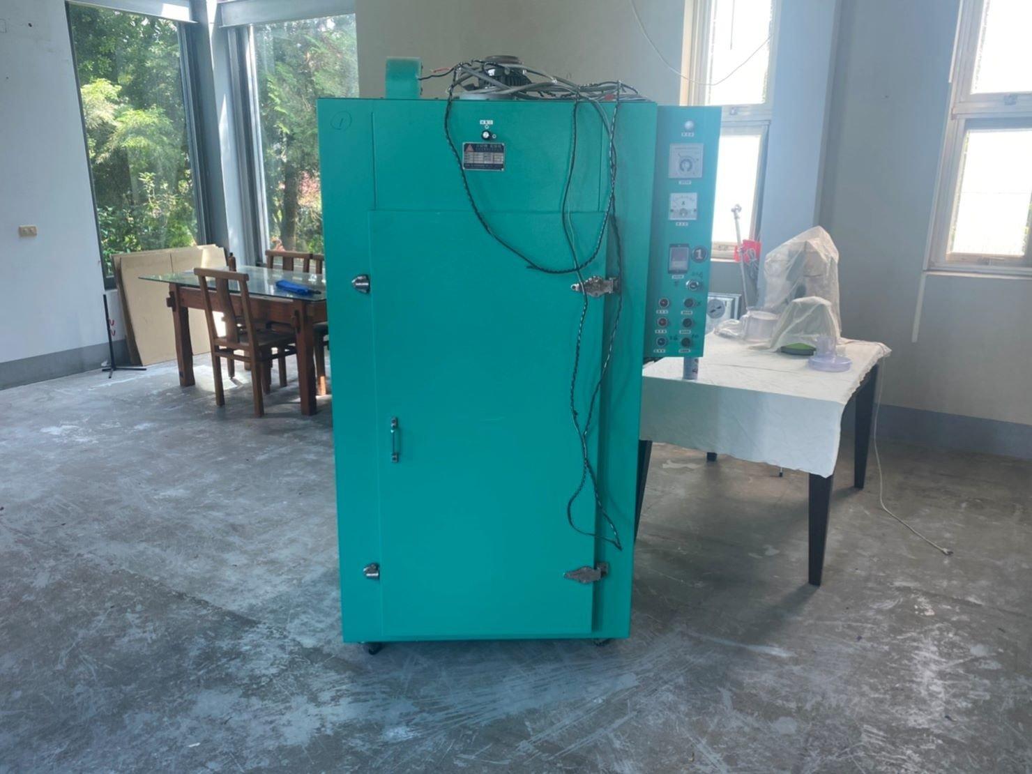 重物搬運【榮福搬家公司】口碑第一、台北搬家:一台重達250公斤的乾燥機,交由榮福搬家特殊重物組師傅搬運能放心。