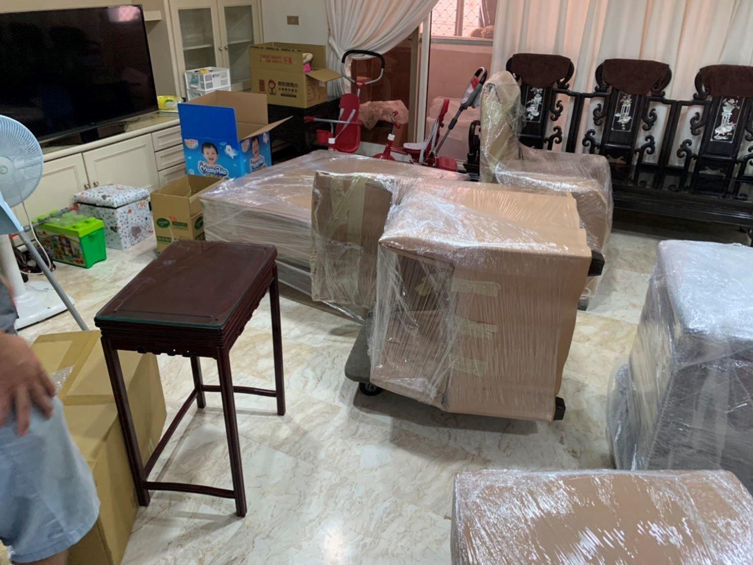 台北搬家公司推薦【榮福搬家公司】值得您來選擇:精緻化包裝服務需要的包裝材料榮福搬家均有販售 (材料另計價),打包服務計費是以小時計算/2位師傅。