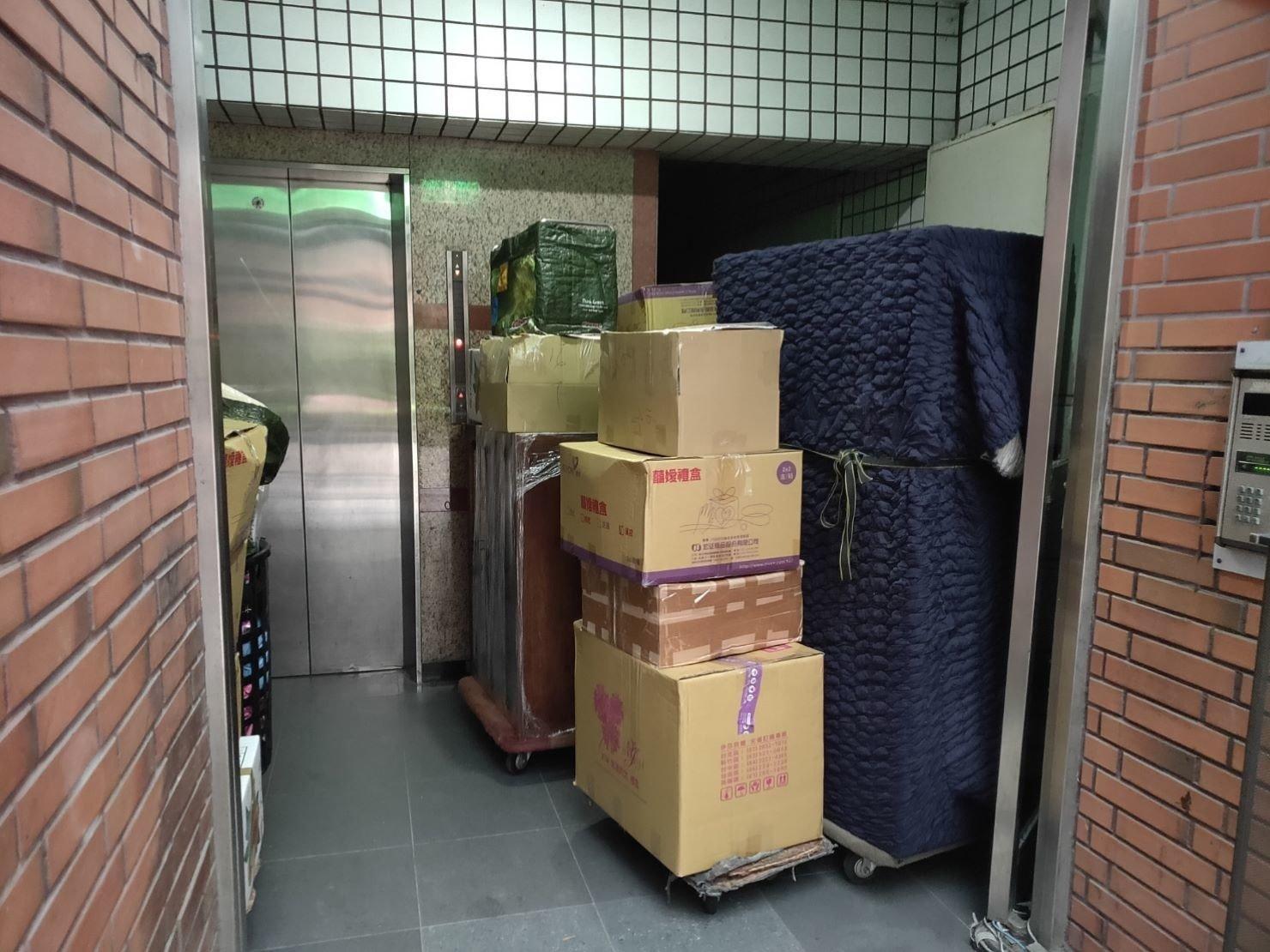 搬家公司推薦、新北搬家推薦【榮福搬家公司】南港搬家、桃園搬家公司推薦、家庭搬家、搬公司行號、台北搬家、搬鋼琴、搬工、搬家具、搬冰箱、搬床墊、搬衣櫃,針對顧客都秉持以用心實在專業搬家技巧,搬家實在用心值得您的信賴與選擇。歡迎來電咨詢02-2651-2727,榮福搬家有專員立即為您服務。