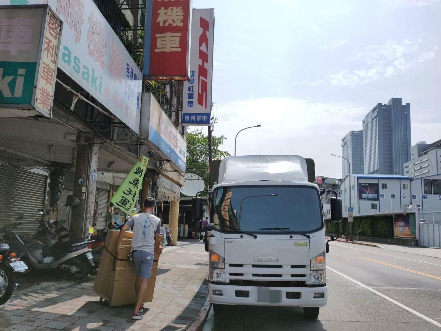 公司搬遷【榮福搬家】台北搬家、搬公司給您最有品質最優質搬家、最安全的搬運服務:專車運送紙箱
