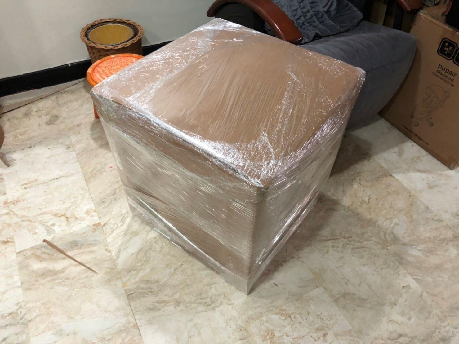 【榮福搬家公司】口碑第一、台北搬家推薦:各式各樣家具物件的精緻包裝服務,都可洽詢榮福搬家會有專人為您做最專業的評估與討論。