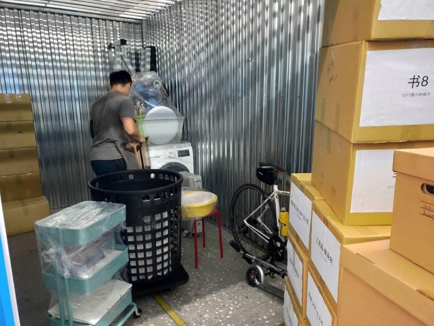 搬家公司推薦【榮福搬家貨運有限公司】搬家口碑第一、台北搬家:將家電物件按顧客需求擺放到指定位置上。