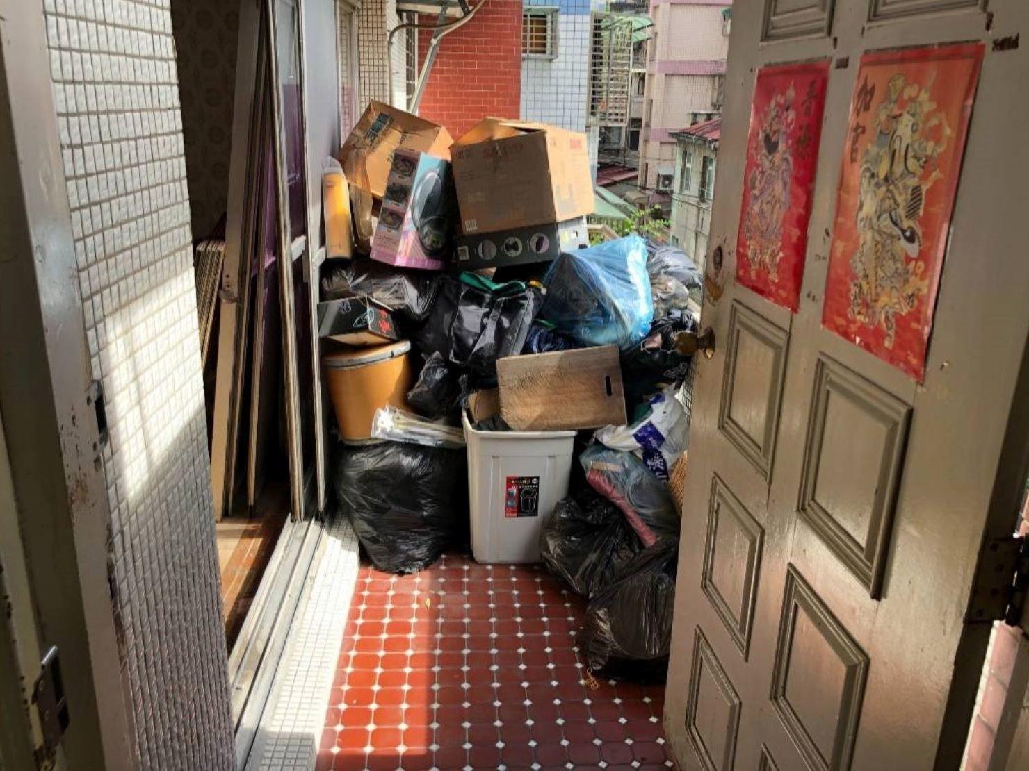 搬家不要的家具-台北搬家、新北搬家【榮福搬家】推薦給您最優質、最安全的搬運服務:家庭搬家很多不要的、要丟棄的如何處理,請放心交給榮福搬家。
