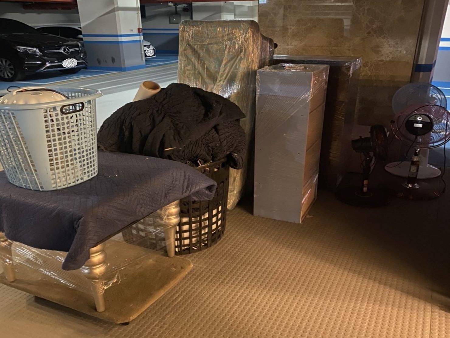 搬家公司【榮福搬家公司】台北搬家、台北搬家推薦值得您的信賴與選擇:師傅們會依現場的包裝材料來分配給須包裝的家具物件作防護。