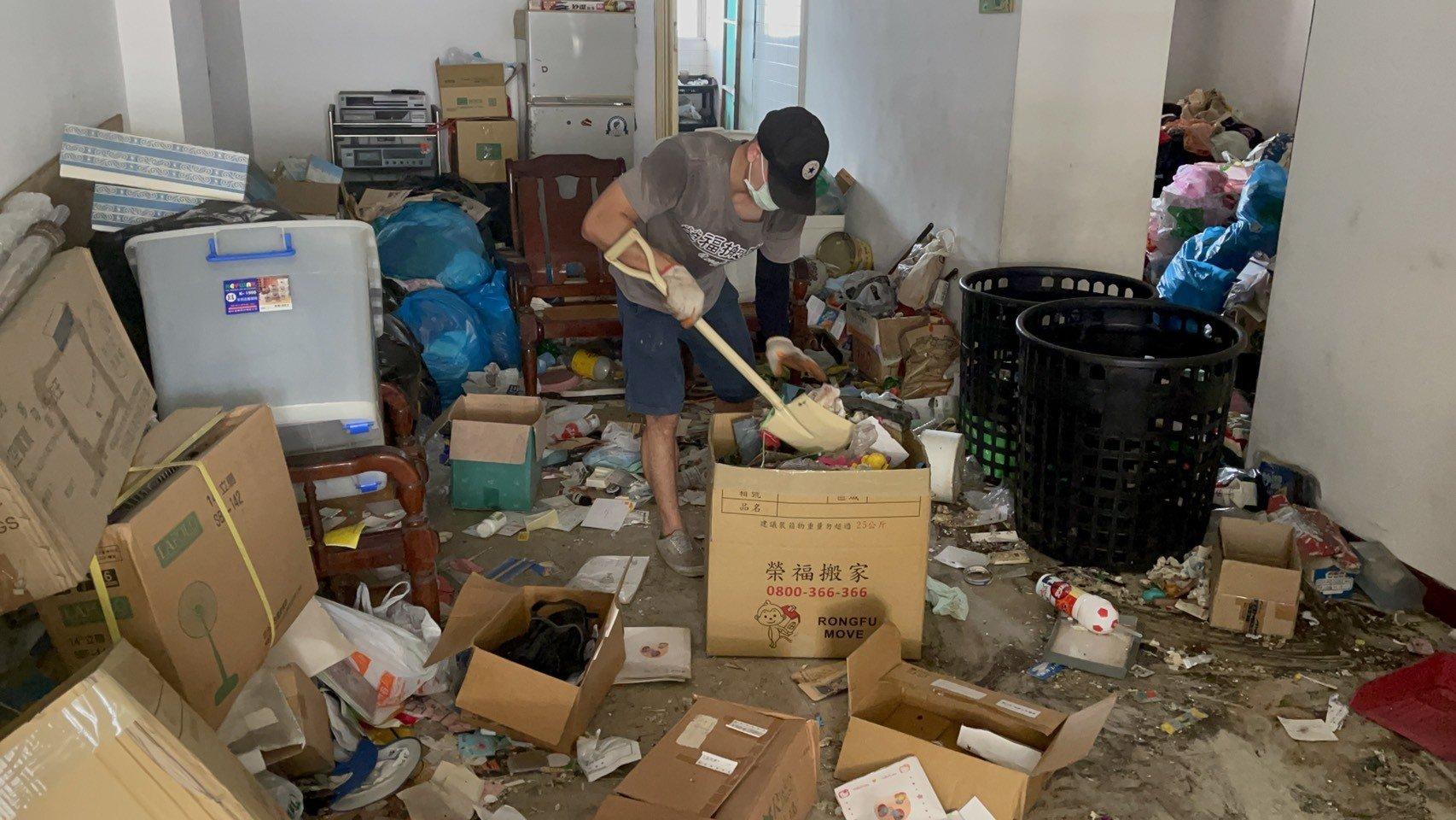 新北市垃圾清運、台北市垃圾清運、不要的家具怎麼辦、搬家公司推薦、新北搬家公司推薦【榮福搬家公司】南港搬家、桃園搬家公司推薦、桃園大型垃圾、台北搬家公司推薦、搬垃圾處理、家庭廢棄物清運、廢棄物處理、搬運廢棄物、家具垃圾處理、清運、搬家具、冰箱搬運、基隆搬家、大型家電回收清運、床墊搬運、搬衣櫃、大型家具丟棄、大型家具清運、搬公司行號、家庭垃圾清運公司、清垃圾、廢棄家具處理、廢棄家具清運、垃圾清運費用、搬家車,針對顧客都秉持以用心實在專業搬家技巧,搬家實在用心值得您的信賴與選擇。歡迎來電咨詢02-2651-2727,榮福搬家有專員立即為您服務。