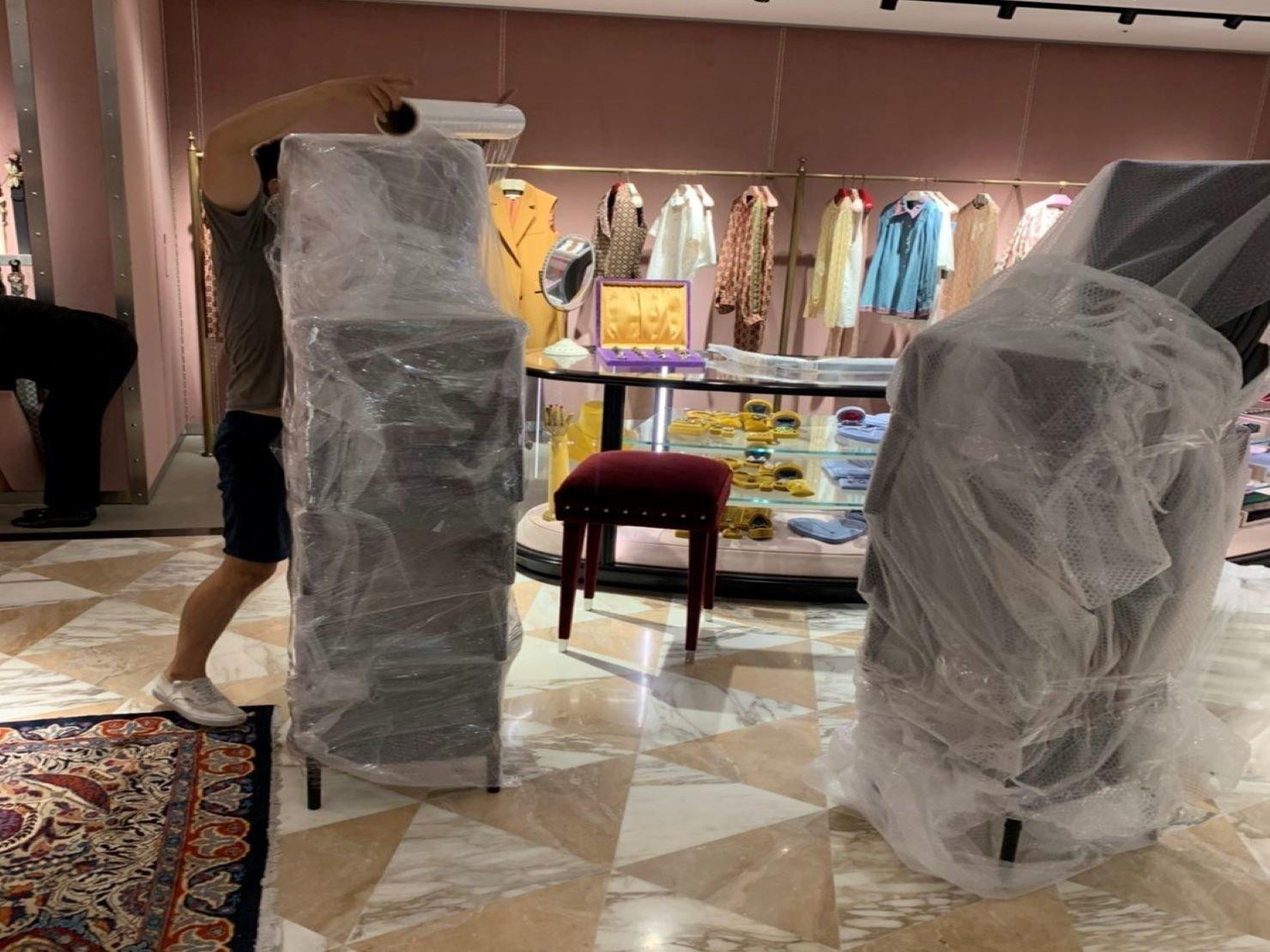 搬家公司【榮福搬家】百貨公司撤場搬運、精緻搬家,值得您的信賴與選擇:椅子包裝:不只能省去擺放空間,也能達到防碰撞及防磨損刮傷的功能。