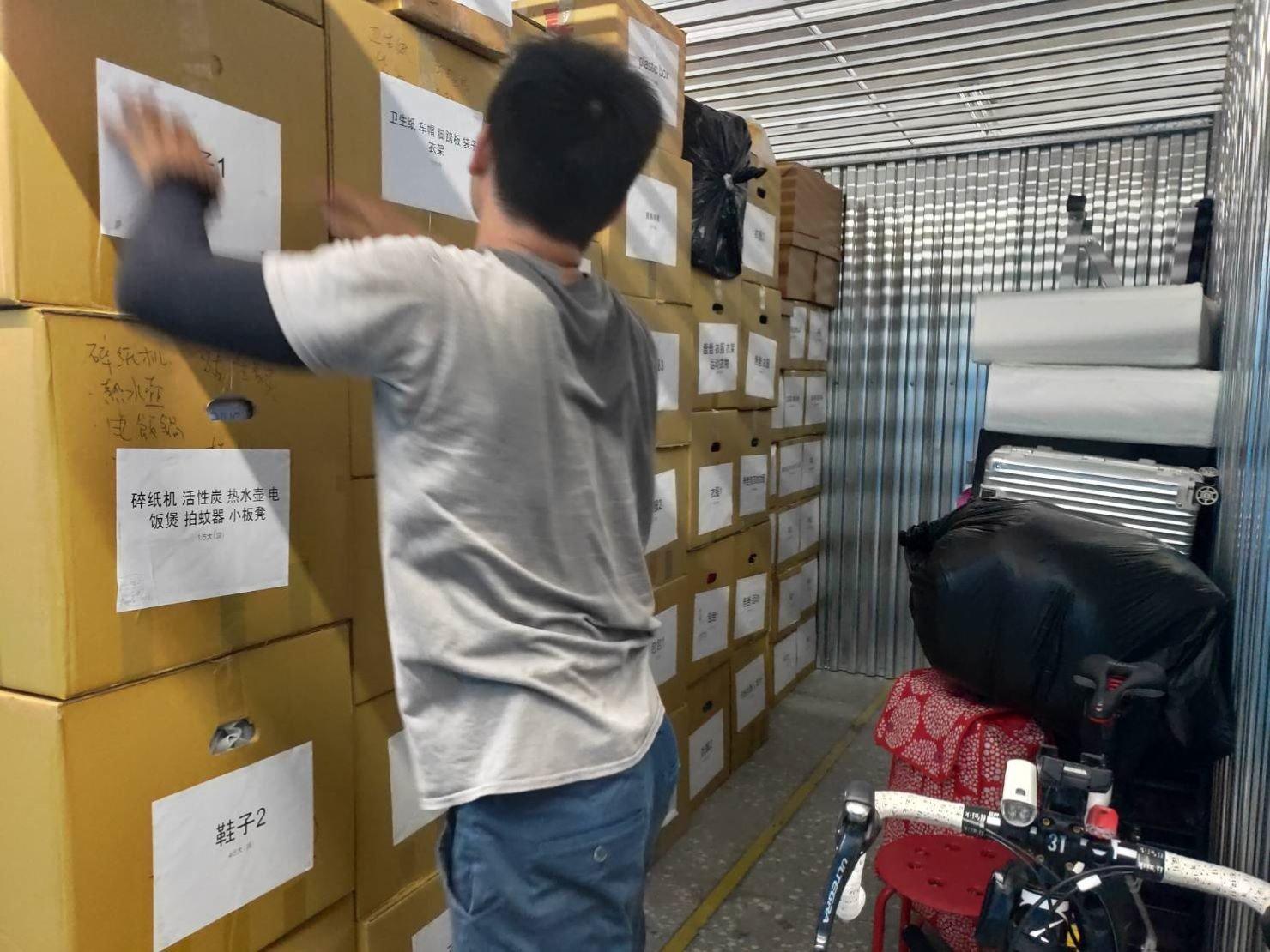 台北搬家公司推薦【榮福搬家公司】搬家公司值得您來選擇:細心的師傅們會將箱子有標示註明的那一面朝外,方便日後找尋。