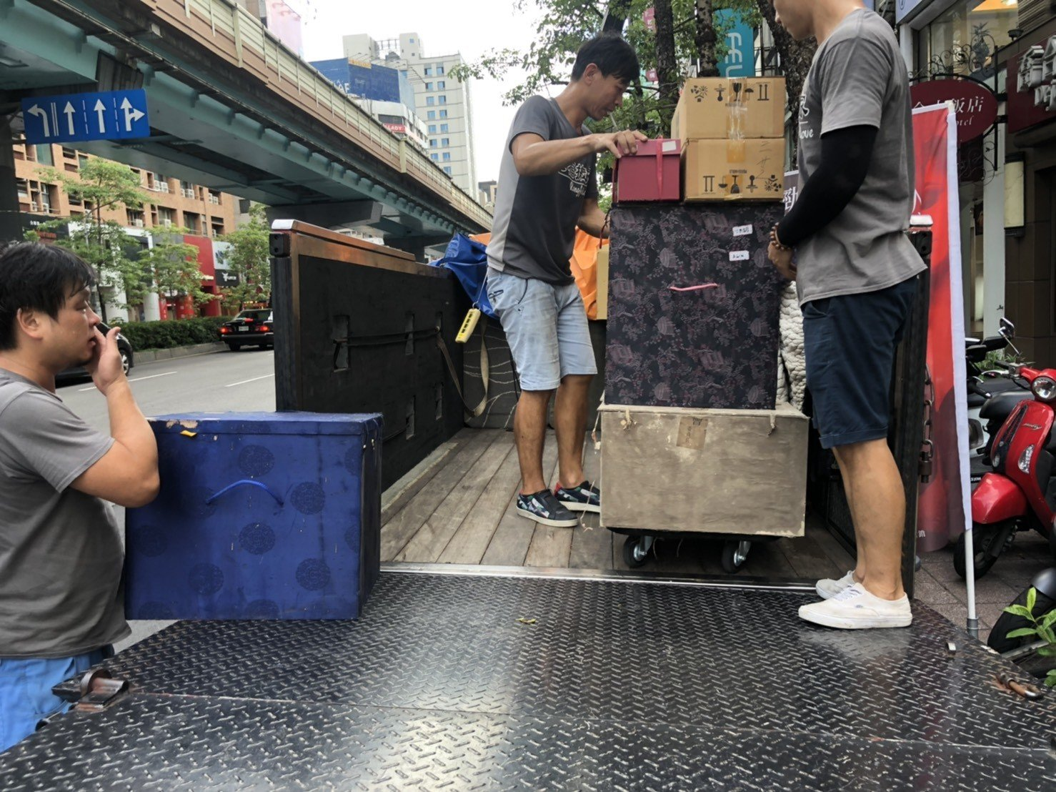 新北搬家公司【榮福搬家公司】台北搬家、值得您的推薦:佛像、佛塔、佛具、法器、雜物類包裝與搬運也是以最高品質來做服務。