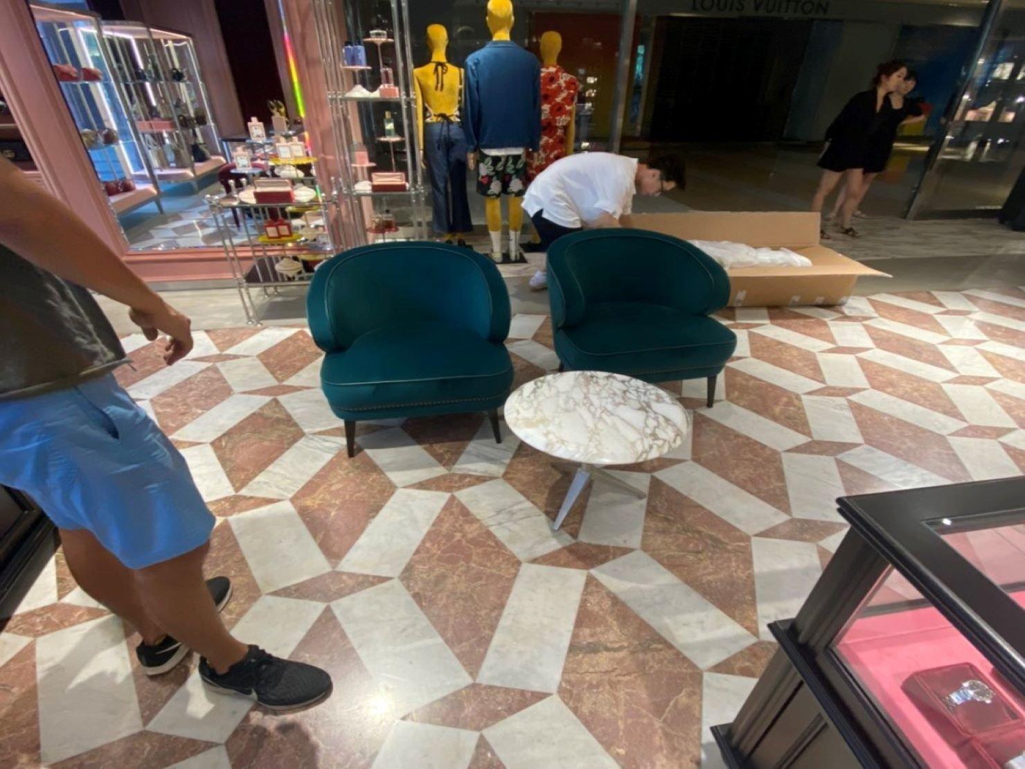 百貨撤場搬運【榮福搬家】搬家口碑第一、台北搬家:拆封裝箱物件,桌椅歸位,物品擺放整齊。