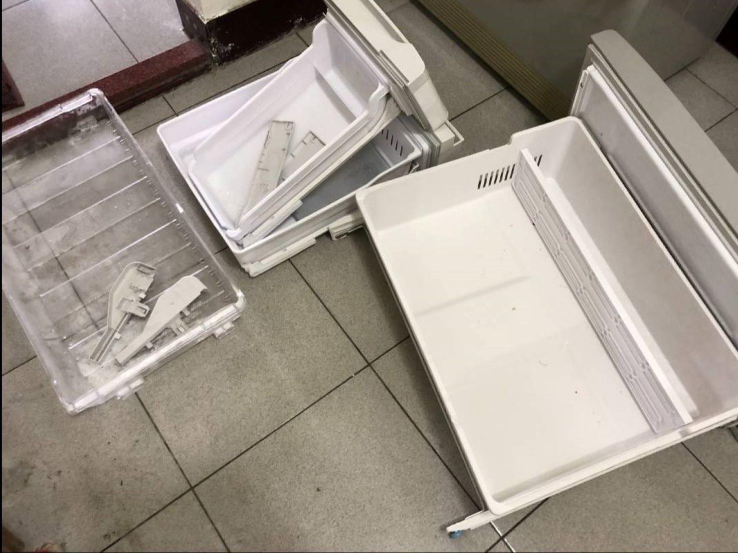 冰箱拆卸,防止活動櫃滑落