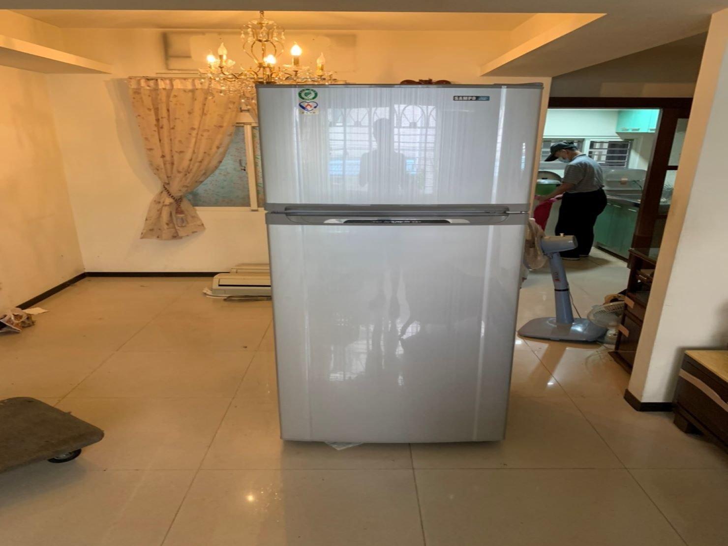 搬家公司【榮福搬家】值得您的選擇與信賴:顧客家的大冰箱重100公斤以上