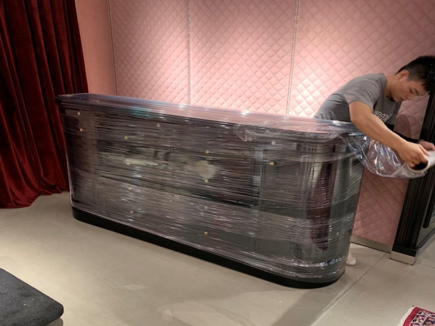 裝箱打包【榮福搬家】百貨撤場搬運、精緻搬家,口碑第一、台北搬家推薦:長櫃:完整包覆整個物體,達到多功能的防護。