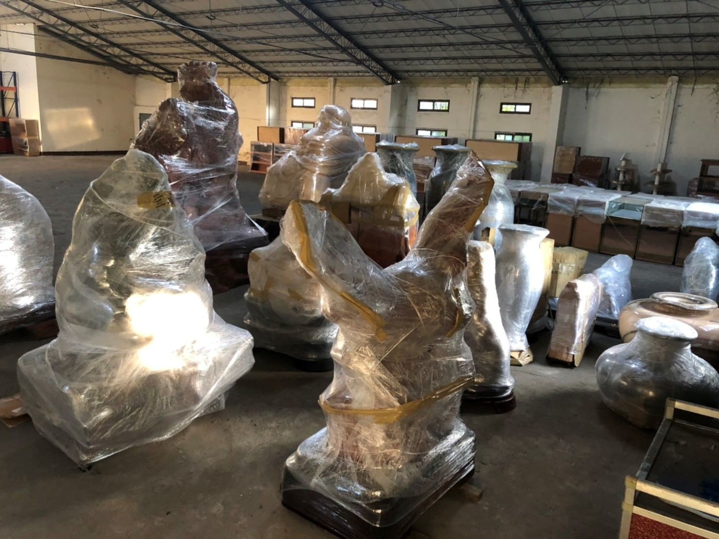 搬佛像、搬花器、搬花瓶、搬石雕【榮福搬家公司】搬家公司首選、台北搬家、新北搬家公司推薦:搬重物、佛像、玉石、原石搬運服務,包裝搬運、打包裝箱「細膩包裝、專業搬運、用心服務、以客為尊」是榮福搬家公司的宗旨與精神。歡迎立即來電02-2651-2727專人服務。