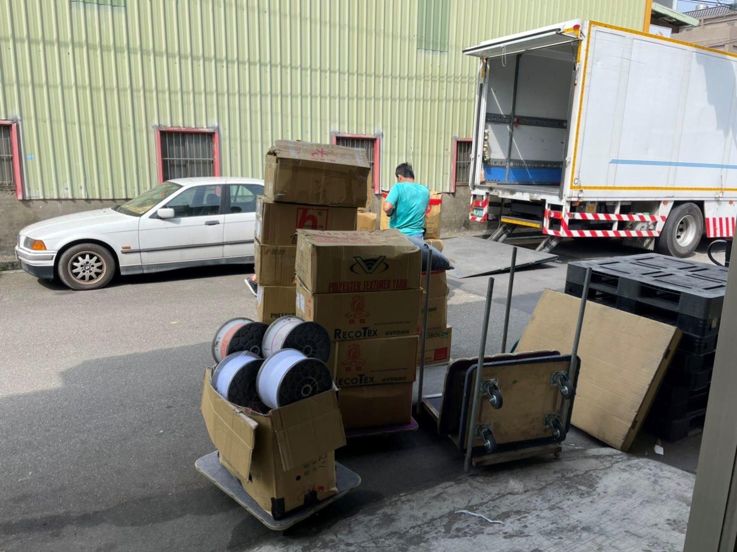 廠房遷移、搬製帶機器、搬重物【榮福搬家公司】大型織帶機搬運、公司行號搬遷、石墩搬運、搬石椅、搬石頭桌、搬洗衣機、搬披薩窯、精搬金庫、搬保險櫃、精搬魚缸、精搬鋼琴、搬醫療床、大型健身器材搬運、大型廚具設備搬運、各式各樣機台搬運、跨縣市搬家、搬工計時、人力搬運、搬運、搬床墊、營業用冰箱搬運、大型家具運送、重物搬運首選、吊掛搬運、吊家具搬運、特殊重物搬運、專搬重物、重物搬運器、手動油壓拖板車、新北搬家推薦、搬家公司、基隆搬家、南港搬家、桃園搬家公司、台北搬家公司推薦:大台北搬家,精緻包裝搬運「細膩包裝、專業搬運、用心服務、以客為尊」是榮福搬家公司的宗旨與精神。歡迎立即來電02-2651-2727專人服務。
