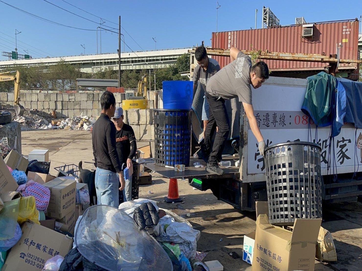 搬家公司推薦、新北搬家推薦【榮福搬家公司】南港搬家、桃園搬家公司推薦、台北搬家公司推薦、廢棄家具處理、廢棄家具清運、家庭廢棄物清運、清運、搬家、家具垃圾清運、垃圾廢棄處理、垃圾廢棄清運、搬家具、大型家具搬運、冰箱搬運、基隆搬家、搬家電、床墊搬運、搬公司行號、跨縣市搬家、家庭搬家、搬鋼琴、搬工、搬運、搬家紙箱,針對顧客都秉持以用心實在專業搬家技巧,搬家實在用心值得您的信賴與選擇。歡迎來電咨詢02-2651-2727,榮福搬家有專員立即為您服務。