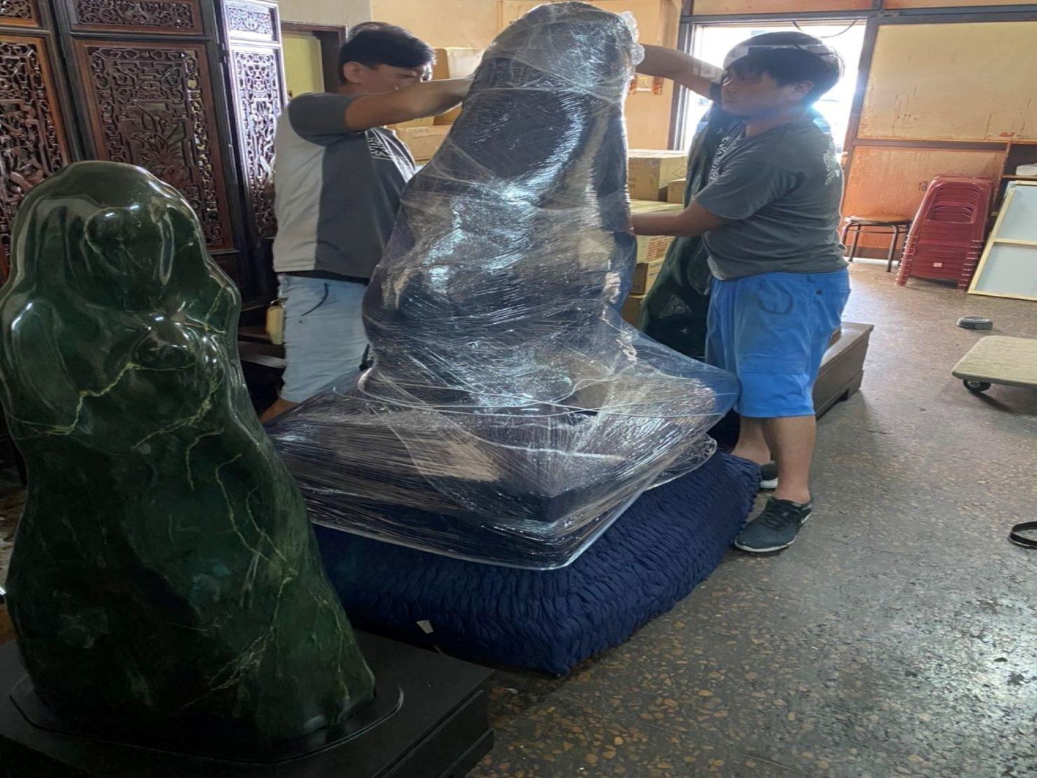 台北搬家推薦【榮福搬家】搬玉石、搬特殊重物,值得您來選擇:木製底座-保護套作用為防止木製底座遭磨損及刮傷