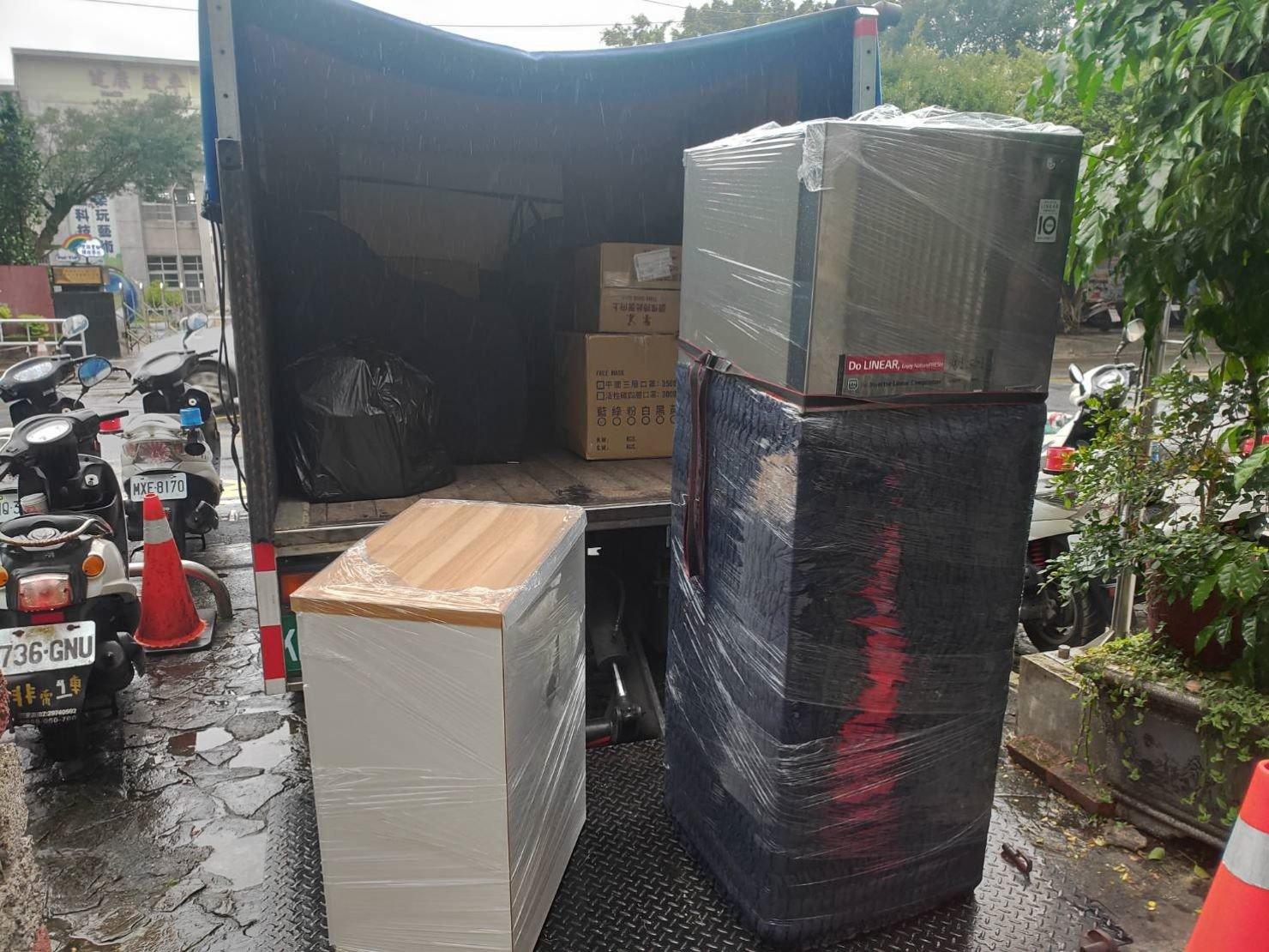 搬冰箱【榮福搬家公司】台北搬家、家庭搬家、搬家、新北搬家、搬家首選、搬家公司推薦:優質搬家,包裝搬運「細膩包裝、專業搬運、用心服務、以客為尊」是榮福搬家公司的宗旨與精神。住家搬遷、家庭搬遷,歡迎立即來電02-2651-2727專人服務。