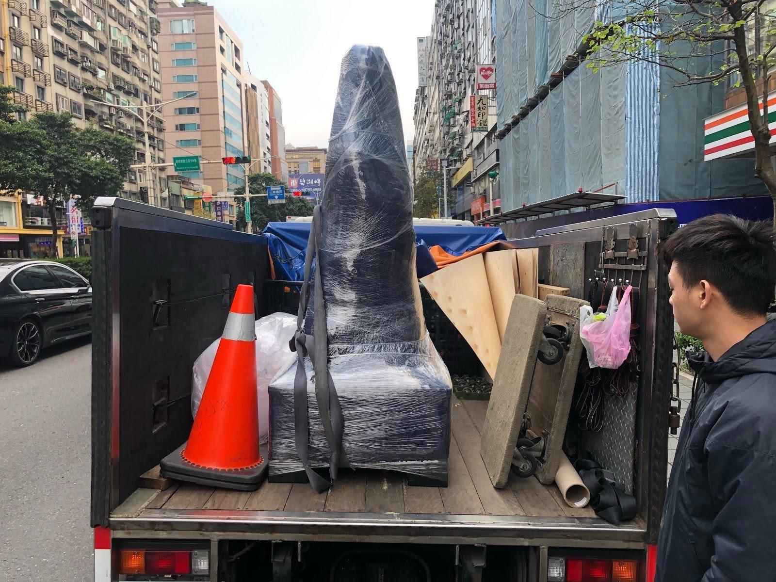 搬家公司推薦【榮福搬家】重物搬運、搬玉石、搬水晶洞、搬石頭給您最有品質、最安全的搬運服務、搬重機、搬哈雷重機車