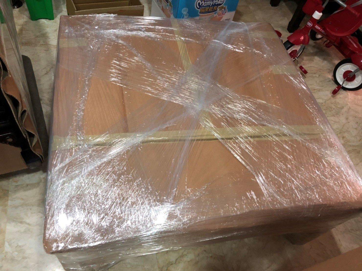 搬家公司【榮福搬家公司】值得您的信賴與選擇:雕刻紅木桌精緻包裝服務,專業搬運技巧、細膩包裝手法。