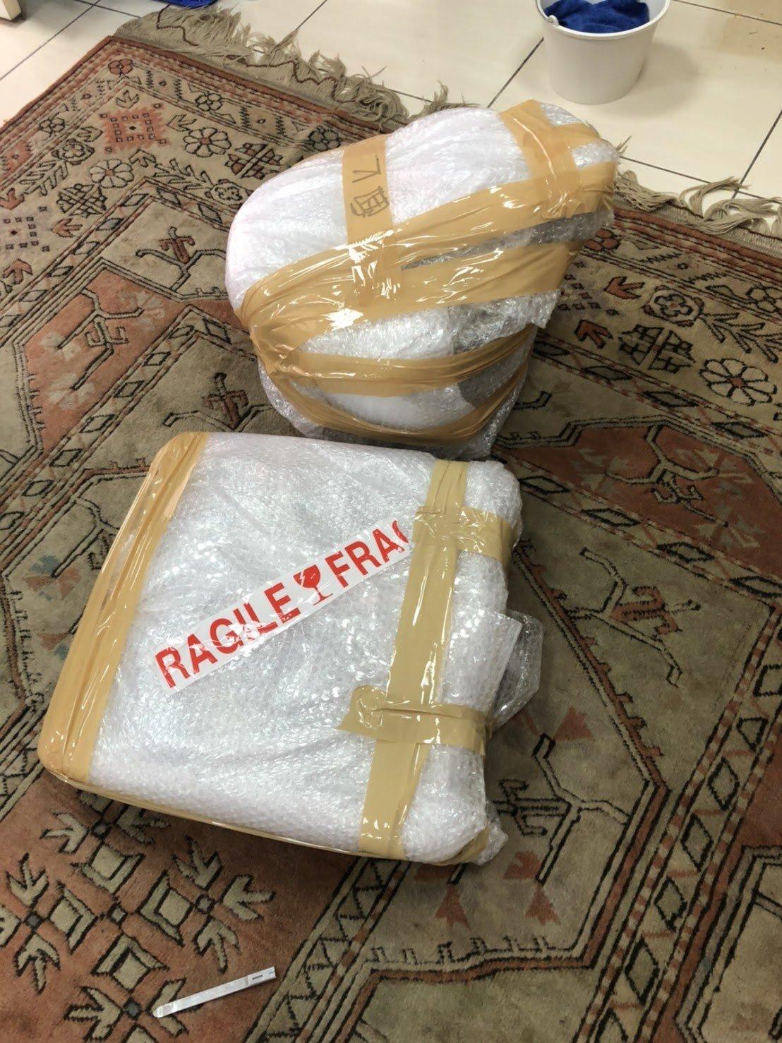 搬家公司推薦【榮福搬家】給您最有品質、最安全的搬運服務,家中的不規則形狀貴重物品,會先裹上氣泡紙作為第一層保護,再綑上膠布使其更加牢固,防刮又防撞。