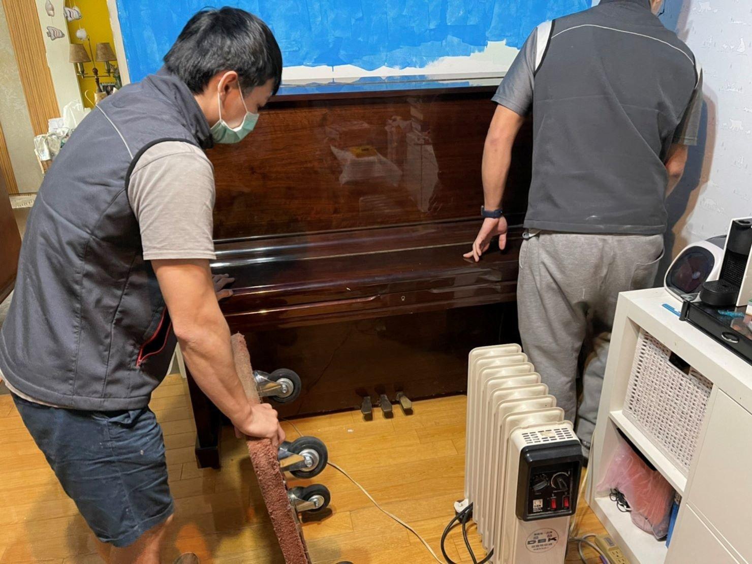 搬鋼琴、搬家公司推薦、新北搬家推薦【榮福搬家公司】南港搬家、桃園搬家公司推薦、台北搬家公司推薦、鋼琴運送、搬鋼琴首選,搬平台式鋼琴達人,針對顧客所搬鋼琴都秉持以用心實在專業搬家技巧,搬家實在用心值得您的信賴與選擇。歡迎來電咨詢02-2651-2727,榮福搬家有專員立即為您服務。