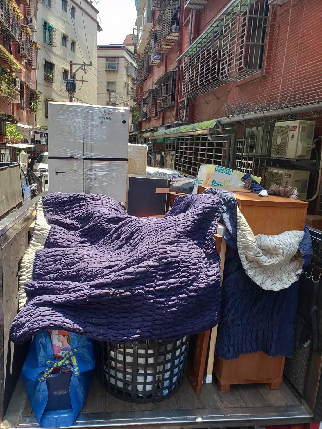 家庭搬家傢俱物品堆疊上車,不浪費貨車裝載空間-台北搬家、新北搬家公司推薦|榮福搬家