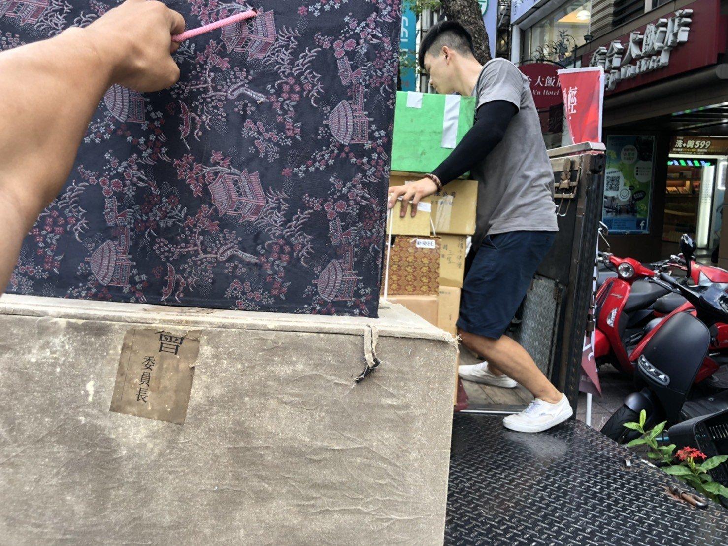 新北搬家公司【榮福搬家公司】台北搬家、值得您的推薦:佛像、佛塔、佛具、法器、紙箱包裝與搬運也是以最高品質來做服務。