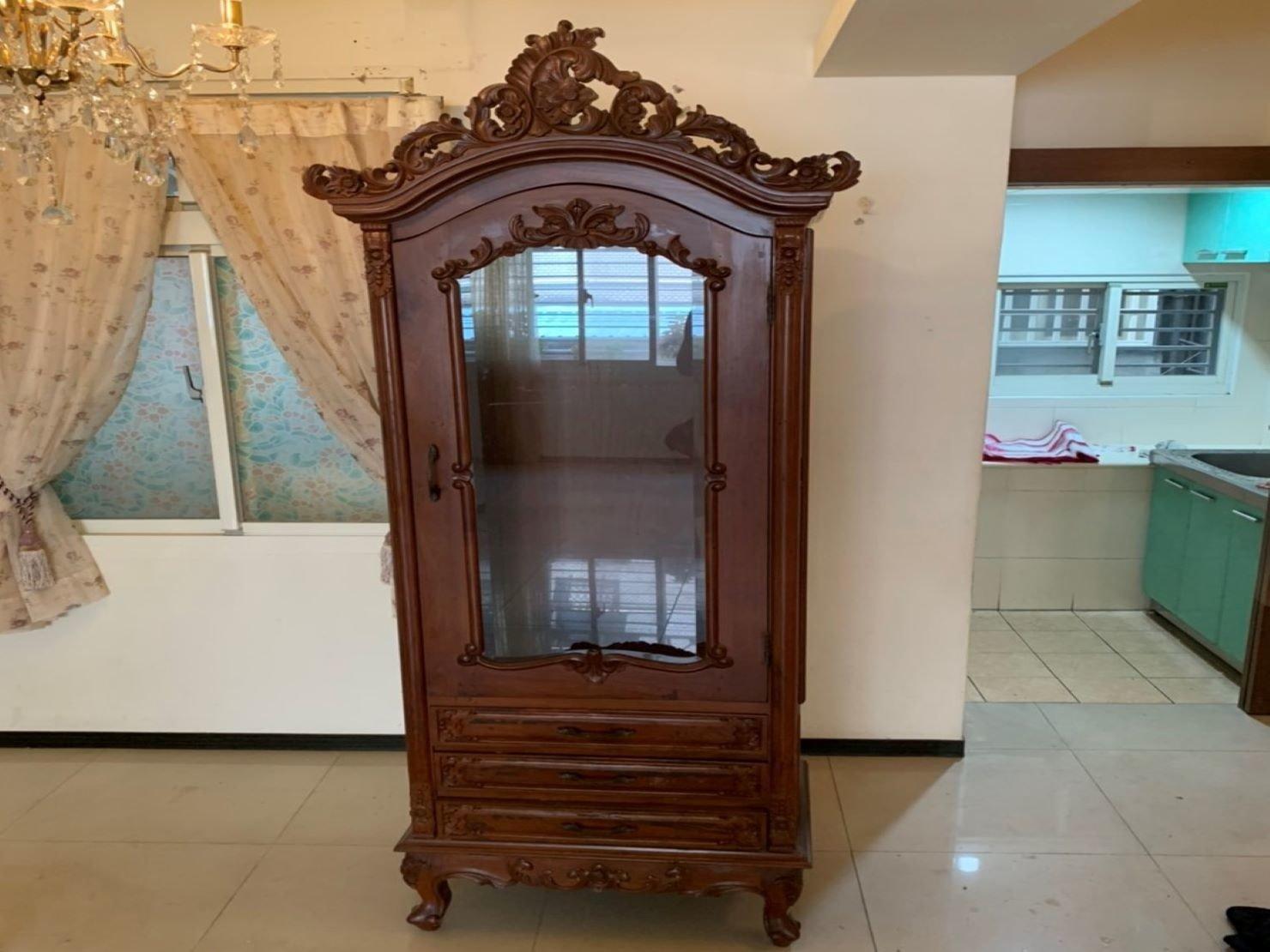 台北搬家公司推薦【榮福搬家】口碑第一、台北搬家:超大紅木玻璃櫃:特別用精緻包裝方式來加強防護
