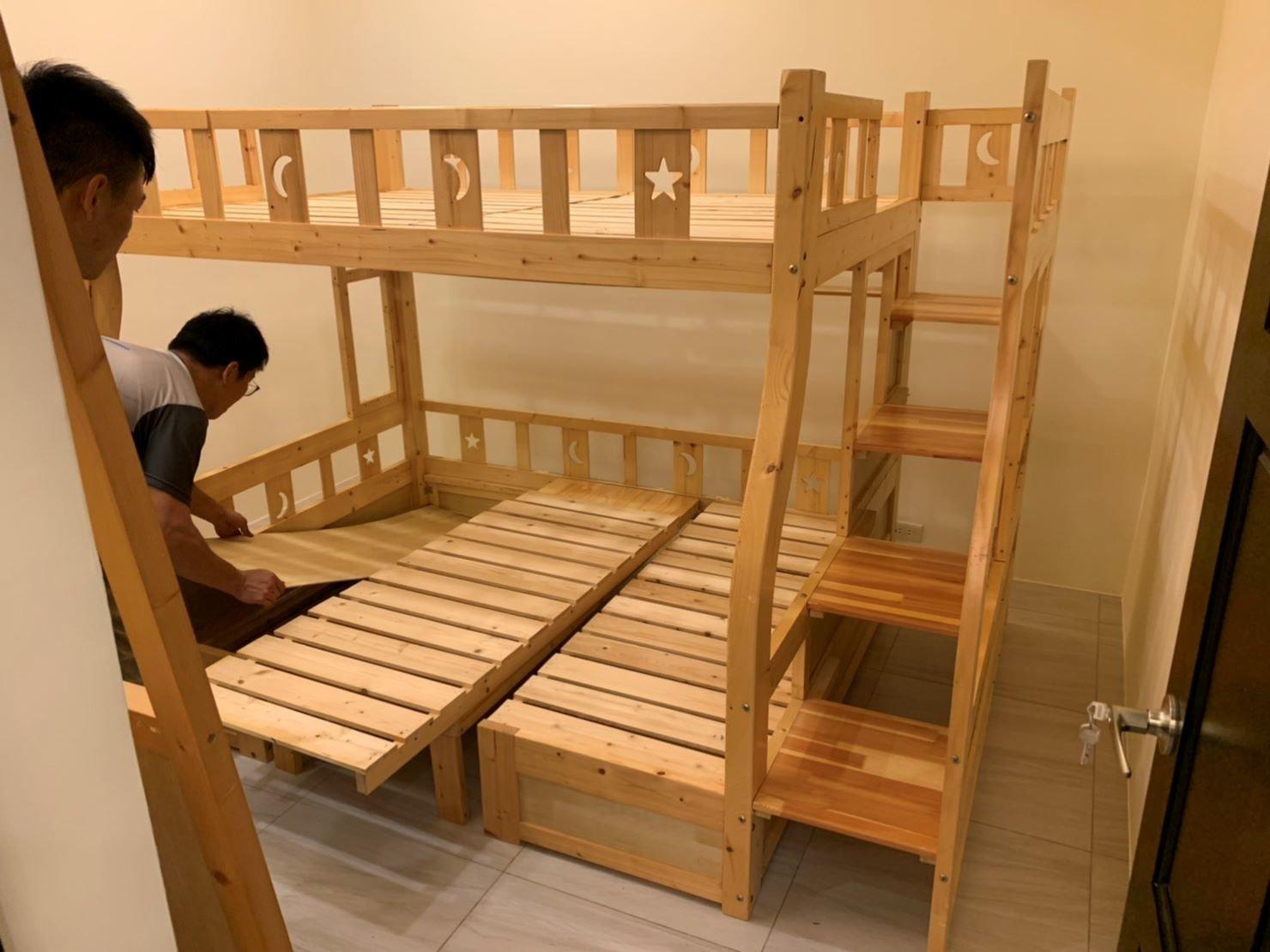 搬家公司【榮福搬家公司】拆裝家具、值得您的信賴與選擇:此上下床舖的組裝是有一定難度的,榮福搬家家具拆裝組師傅的專業技術就是能快速完成。