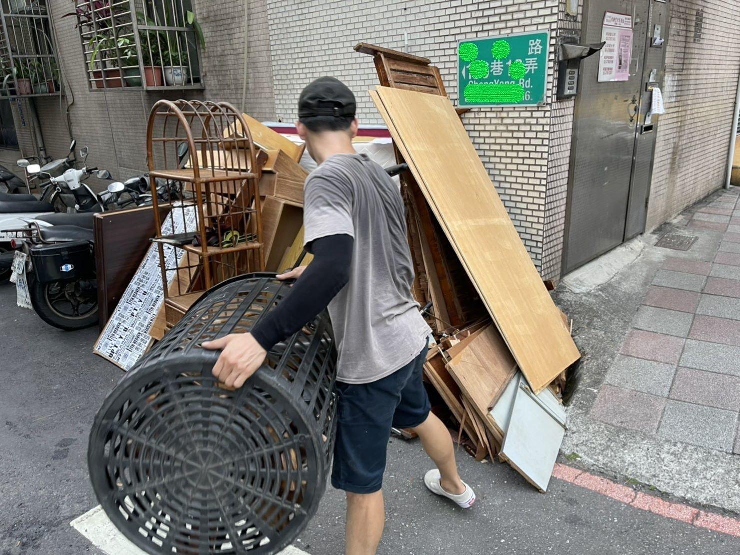 家庭垃圾清運公司、搬家公司推薦、新北搬家公司推薦【榮福搬家公司】台北市垃圾清運、垃圾清運價格、大型垃圾清運費用、南港搬家、桃園搬家公司推薦、台北搬家公司推薦、搬垃圾處理、廢棄物清運、廢棄家具清運、廢棄物處理、搬運廢棄物、家具垃圾處理、清垃圾、清運、搬家具、冰箱搬運、基隆搬家、搬家電、床墊搬運、搬衣櫃、搬大型家具、大型家具丟棄、家庭廢棄物清運、公司行號搬遷、家庭搬家、鋼琴廢棄處理、搬家首選、搬工計時、人工搬運、搬運、廢棄家具處理,針對顧客都秉持以用心實在專業搬家技巧,搬家實在用心值得您的信賴與選擇。歡迎來電咨詢02-2651-2727,榮福搬家有專員立即為您服務。