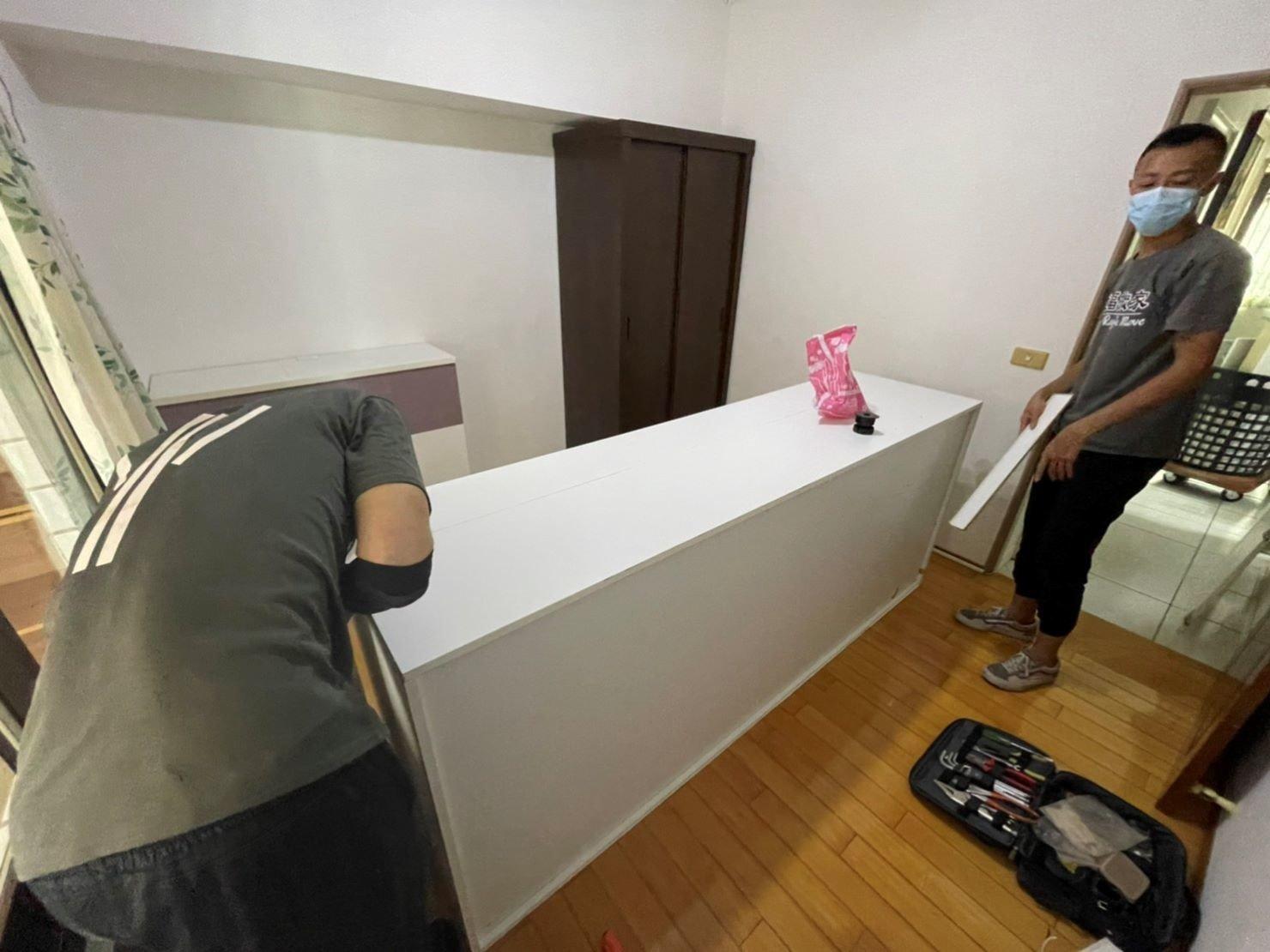 【榮福搬家公司】搬家首選、搬家公司推薦:IKEA、宜得利、B&Q等系統式家具拆裝找專業的榮福搬家就對了。優質搬家,包裝搬運「細膩包裝、專業搬運、用心服務、以客為尊」是榮福搬家公司的宗旨與精神。歡迎立即來電02-2651-2727專人服務。