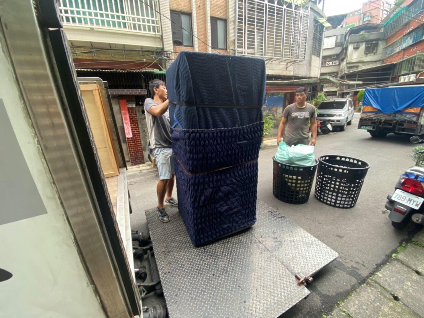 精搬冰箱【榮福搬家公司】搬冰箱、搬家首選、搬家公司推薦:優質搬家,包裝搬運「細膩包裝、專業搬運、用心服務、以客為尊」是榮福搬家公司的宗旨與精神。歡迎立即來電02-2651-2727專人服務。系統式家具拆裝找專業的榮福搬家就對了。