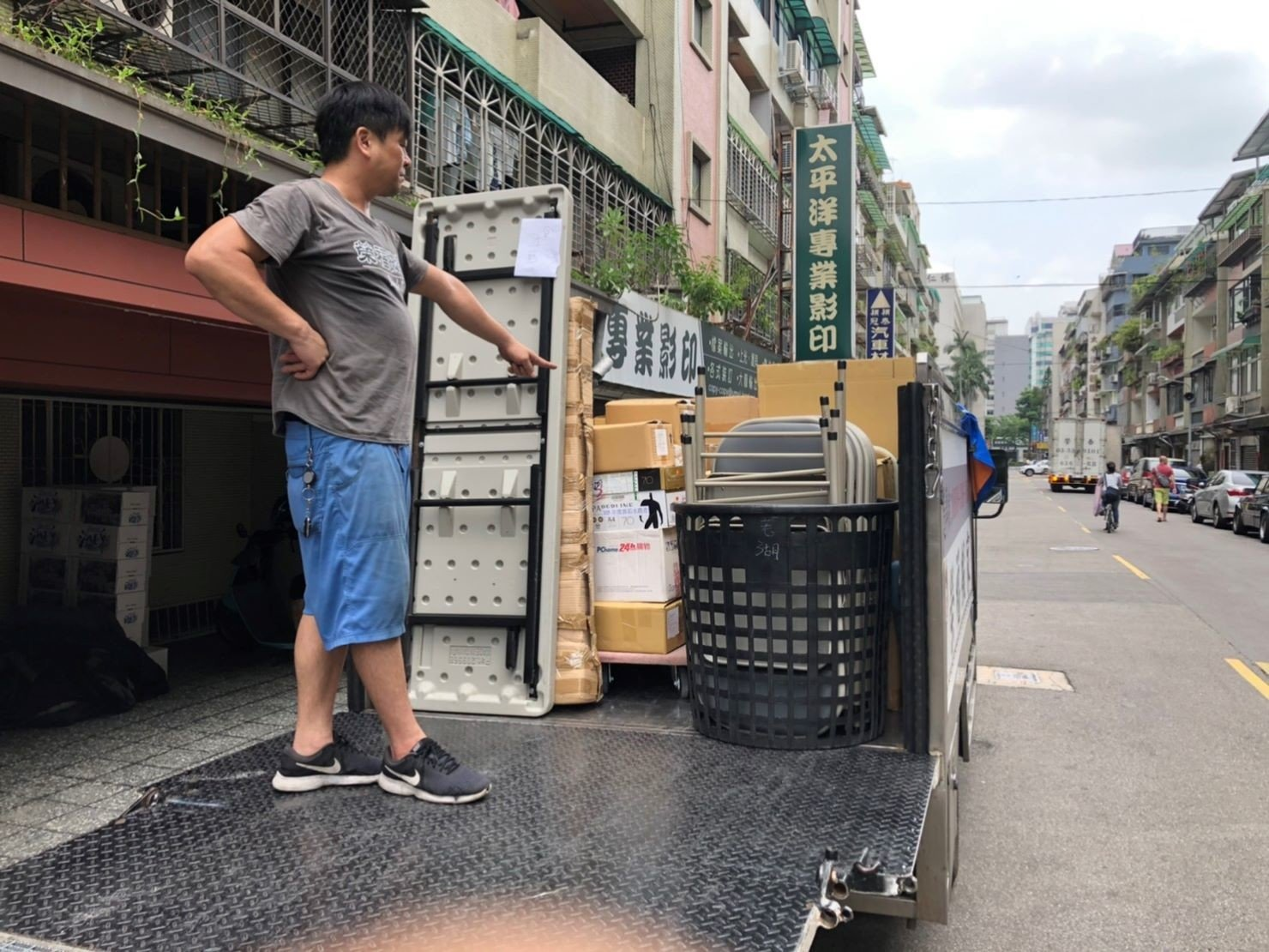 台北搬家【榮福搬家公司】搬家推薦給您最優質、最安全的搬遷服務:搬遷時與顧客核對確認搬遷物品是否均上貨車,至新址時確認是否有載到需搬運的全部物品!