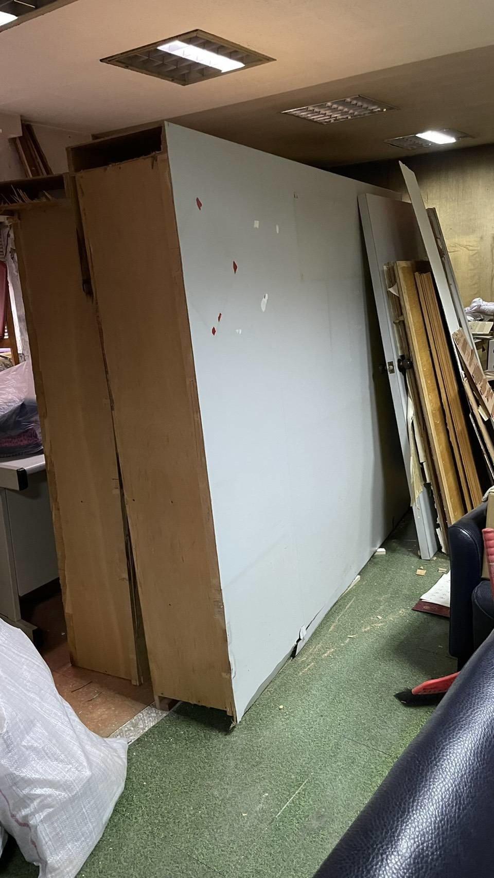 搬工計時、人工搬運、搬水晶洞【榮福搬家公司】特殊重物搬運、專搬重物、人力搬運、搬家首選、口碑第一、精搬金庫、搬保險櫃、精搬魚缸、跨縣市搬家、床墊搬運、搬床組、搬洗衣機、冰箱搬運、搬家具、搬展示木櫃、搬大理石桌、搬大型茶几、石墩搬運、搬置物櫃辦公桌、搬個人活動櫃、石頭搬運、搬神明桌、木製家具搬運、吊掛搬運、吊家具搬運、家庭搬家、辦公室遷移、公司行號搬遷、同棟不同樓層搬運、桃園搬家公司推薦、南港搬家、基隆搬家、新北搬家公司推薦、台北搬家公司推薦:大台北搬家,精緻包裝搬運「細膩包裝、專業搬運、用心服務、以客為尊」是榮福搬家公司的宗旨與精神。歡迎立即來電02-2651-2727專人服務。