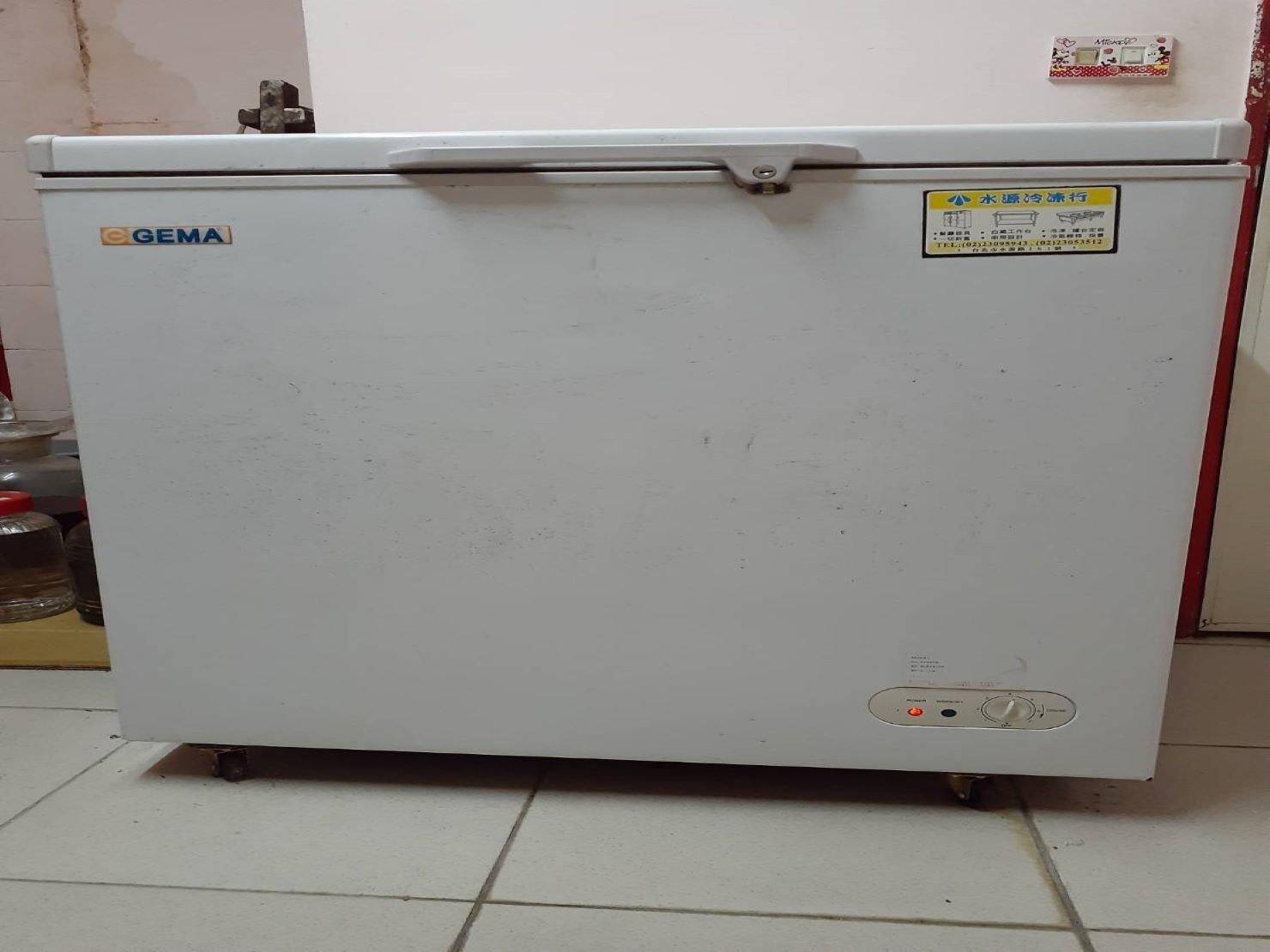 搬營業冰箱【榮福搬家】搬重物口碑第一、台北搬家推薦:營業用上掀式冷凍櫃