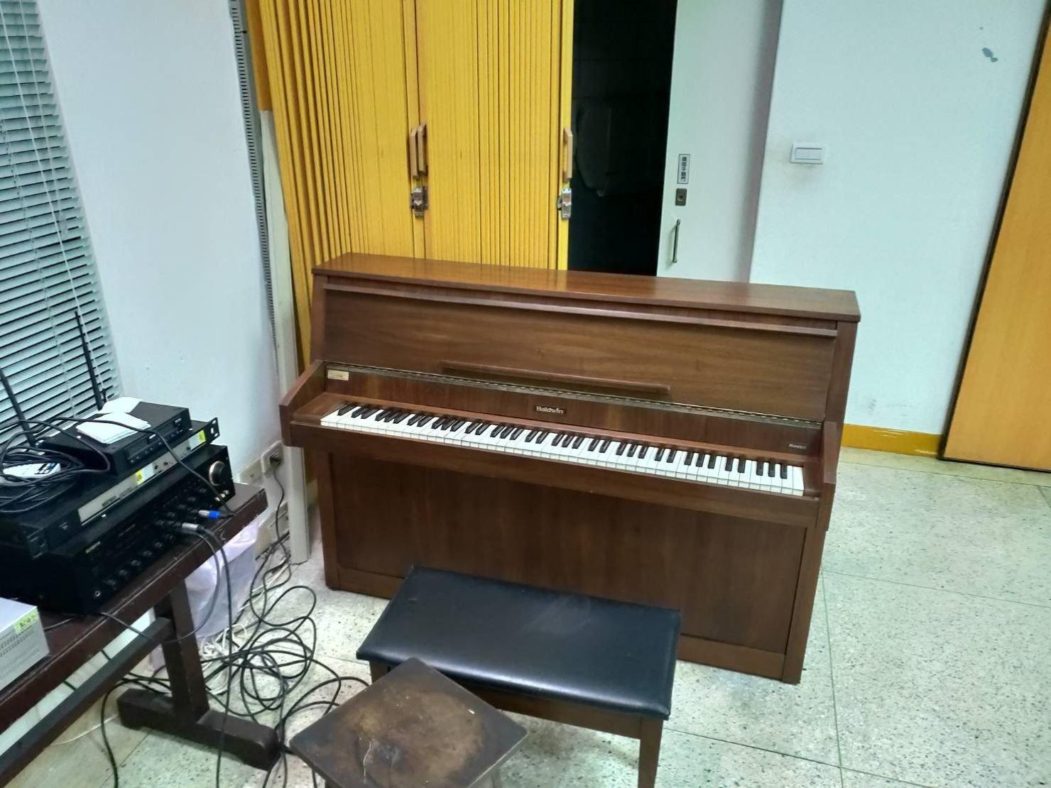 精搬鋼琴【榮福搬家】搬運鋼琴公司給您最有品質、最安全的搬運服務 鋼琴搬好至新地址就定位完成搬運服務。