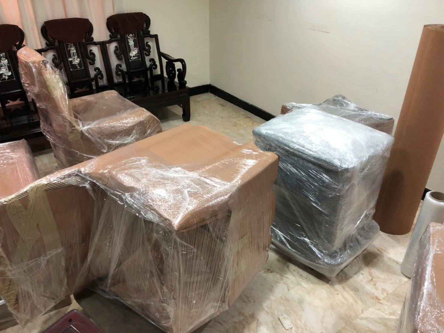 【榮福搬家公司】口碑第一、台北搬家推薦:客製化精緻包裝服務是針對顧客幾樣較貴重或特殊家具物件進行精緻打包處理。