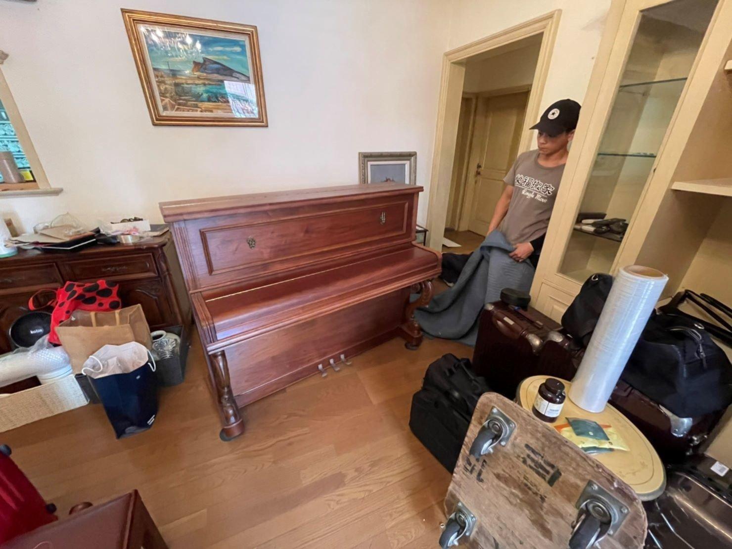 專搬鋼琴、鋼琴搬運、搬鋼琴、搬重物【榮福搬家公司】石墩搬運、搬石椅、搬石頭桌、搬洗衣機、搬披薩窯、精搬金庫、搬保險櫃、精搬魚缸、精搬鋼琴、搬三角琴、平台式鋼琴、演奏琴搬運、鋼琴搬運費用、單件家具運送、單一重物搬運、搬按摩椅、搬醫療床、電動床搬運、學校鋼琴搬運、搬音樂教室、音樂教室樂器搬運、家庭搬家、跨縣市搬家、搬工計時、人力搬運、搬運、搬床墊、搬冰箱、搬家具、搬家首選、吊掛搬運、吊家具搬運、特殊重物搬運、專搬重物、新北搬家公司推薦、搬家公司、基隆搬家、南港搬家、桃園搬家公司、台北搬家公司推薦:大台北搬家,精緻包裝搬運「細膩包裝、專業搬運、用心服務、以客為尊」是榮福搬家公司的宗旨與精神。歡迎立即來電02-2651-2727專人服務。系統式家具拆裝找專業的榮福搬家就對了!