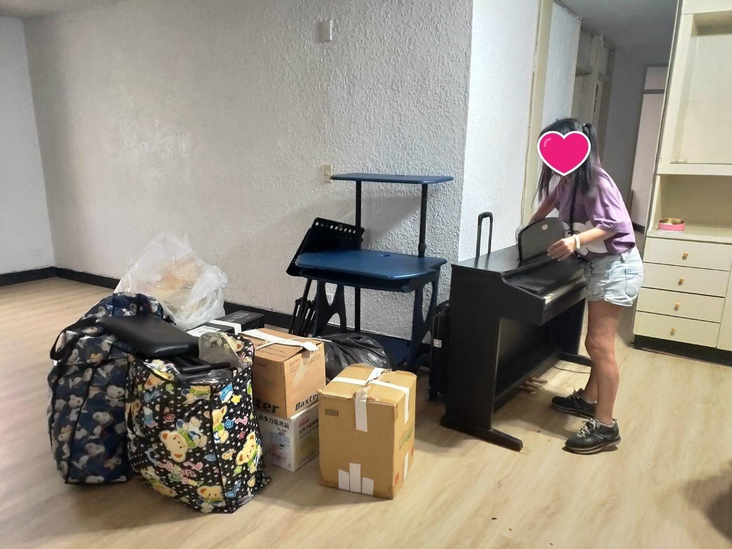 新北搬家【榮福搬家】搬家首選、台北搬家推薦:榮福搬家搬鋼琴,加載其餘小物件一起搬運至顧客新居之服務。