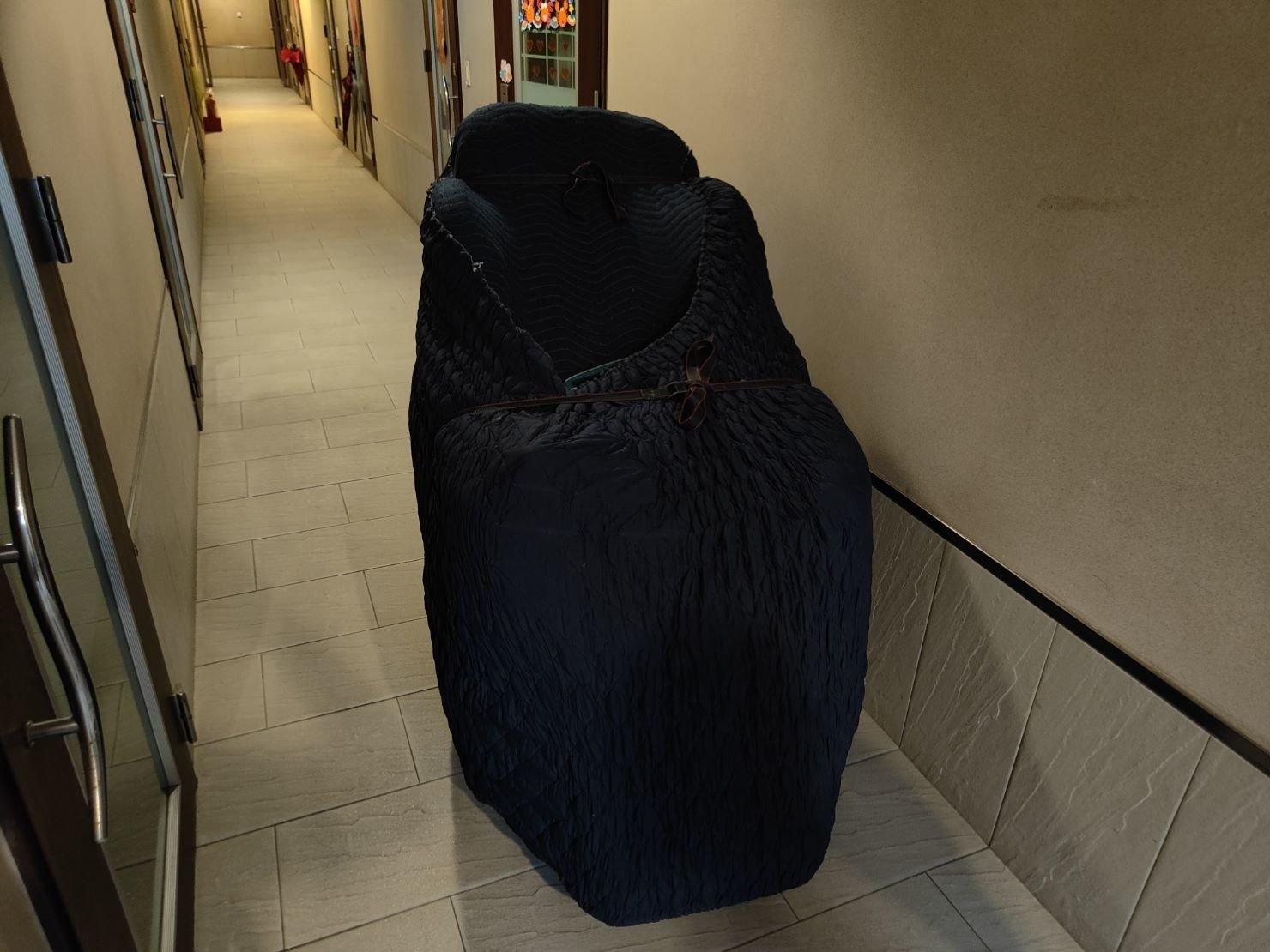 特殊搬運、搬藝術品、雕刻品、神桌、按摩椅,由【榮福搬家公司】專業搬家公司推薦:大台北搬家,精緻包裝搬運「細膩包裝、專業搬運、用心服務、以客為尊」是榮福搬家公司的宗旨與精神。歡迎立即來電02-2651-2727專人服務。