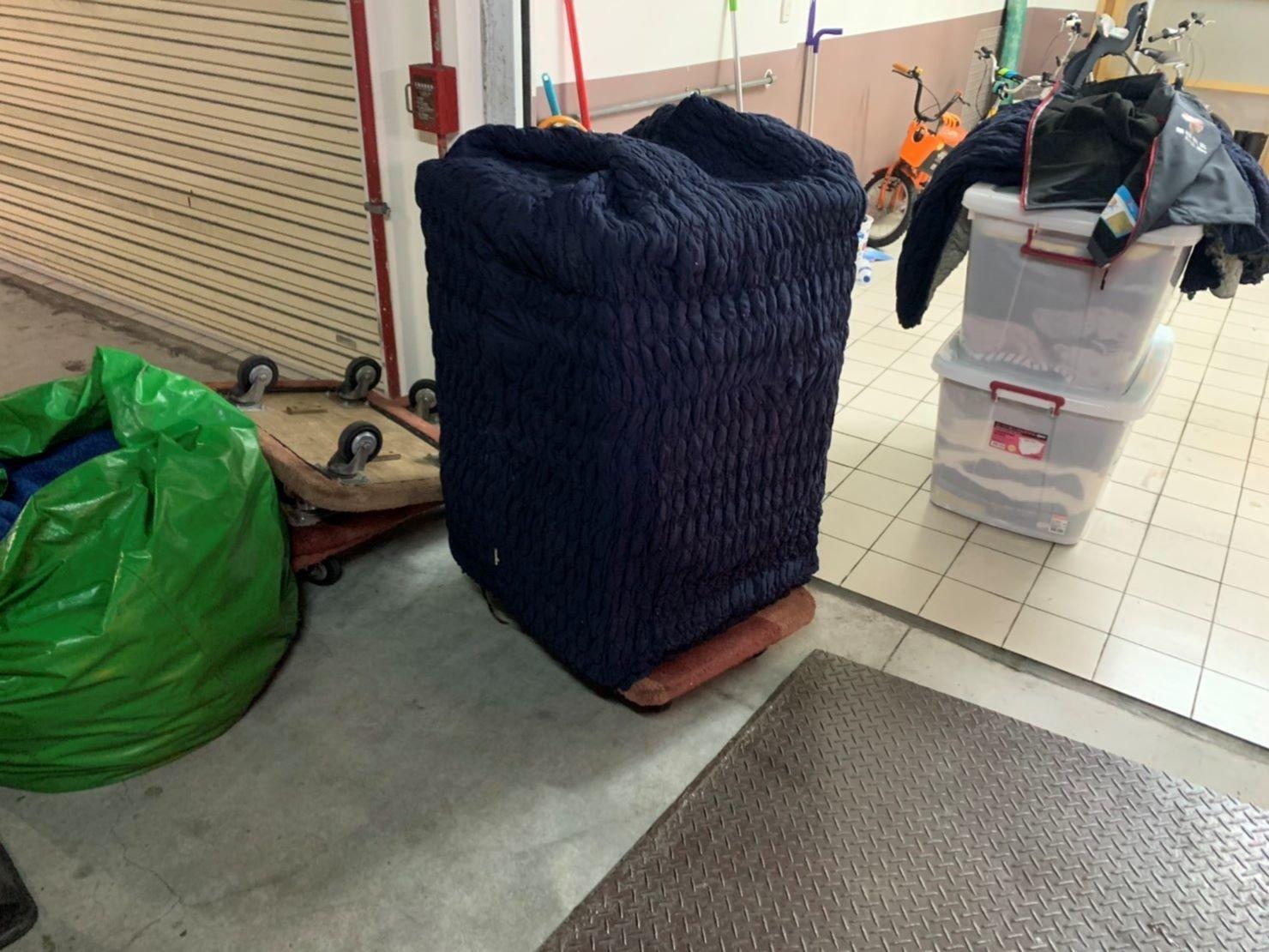 搬洗衣機推薦【榮福搬家公司】精搬金庫、搬保險櫃、精搬魚缸、跨縣搬家、搬工派遣、搬床墊、搬冰箱、搬家具、搬家首選、吊掛搬運、吊家具搬運、台北搬家公司推薦:大台北搬家,精緻包裝搬運「細膩包裝、專業搬運、用心服務、以客為尊」是榮福搬家公司的宗旨與精神。歡迎立即來電02-2651-2727專人服務。