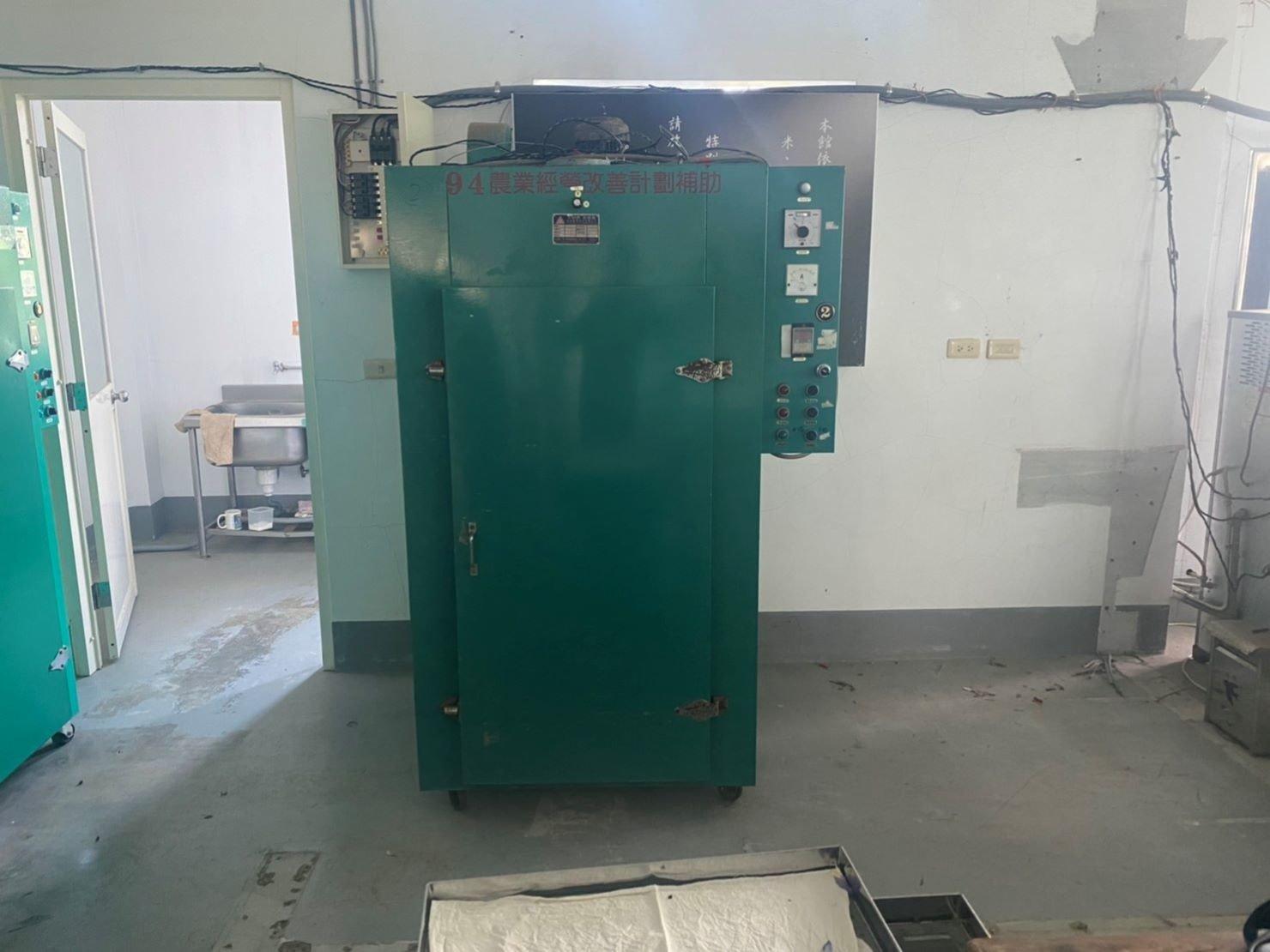 重物搬運【榮福搬家公司】口碑第一、台北搬家推薦:此趟共搬運3台烘焙茶用乾燥機,一台重達250公斤。