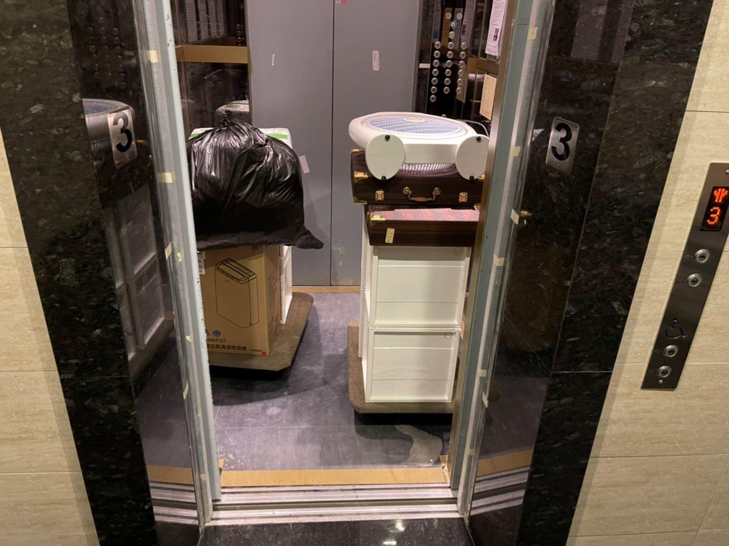 搬家公司推薦【榮福搬家公司】家庭搬家、精搬金庫、搬保險櫃、精搬魚缸、跨縣搬家、搬工派遣、搬床墊、搬冰箱、搬家具、搬家首選、吊掛搬運、吊家具搬運、台北搬家公司推薦:大台北搬家,精緻包裝搬運「細膩包裝、專業搬運、用心服務、以客為尊」是榮福搬家公司的宗旨與精神。歡迎立即來電02-2651-2727專人服務。