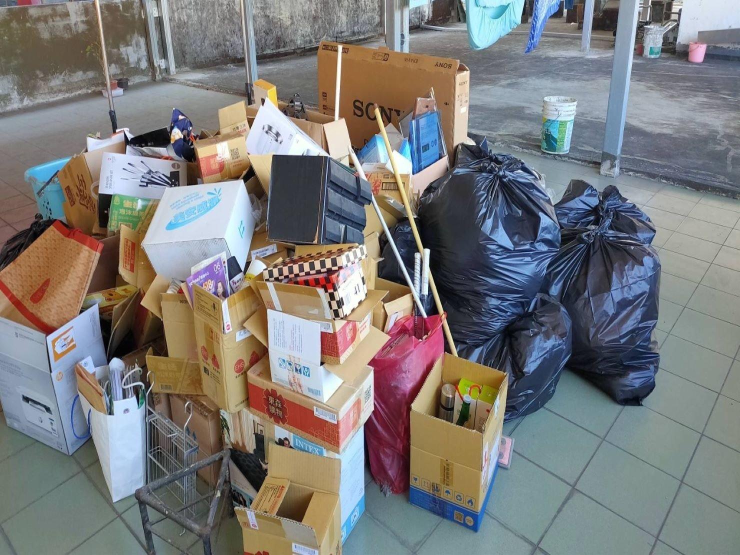 垃圾清運【榮福搬家公司】台北搬家、新北搬家、搬家首選、優質搬家,包裝搬運「細膩包裝、專業搬運、用心服務、以客為尊」值得您來選擇:【廢棄物處理清運、家庭家具垃圾處理】大型垃圾清運、廢棄家具清運。