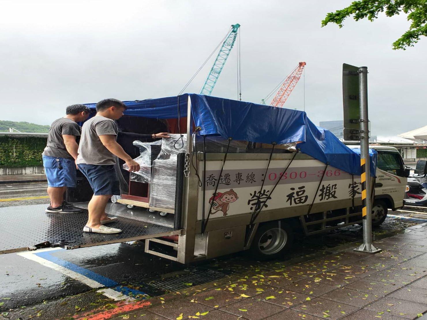台北搬家【榮福搬家】搬家推薦給您最優質、最安全的搬遷服務:做好搬家物品、家具防護讓客戶看的到的安心、放心
