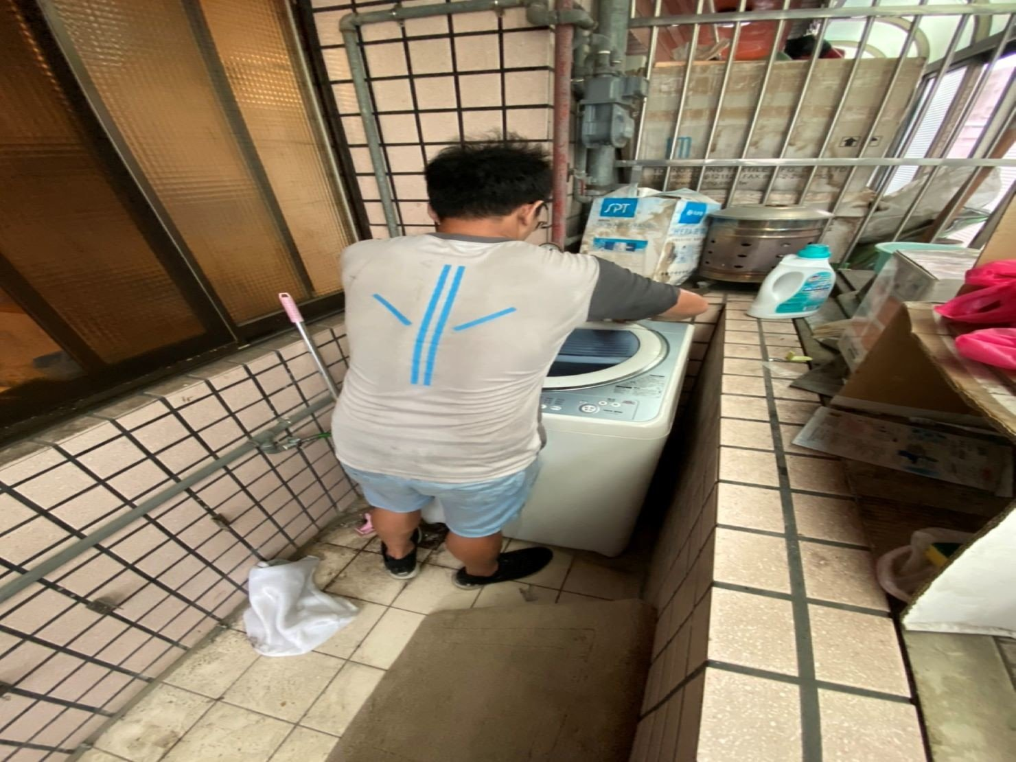 搬家【榮福搬家】台北搬家、南港搬家、口碑第一、台北搬家推薦:分區打包-陽台區洗衣機就交給搬家首選的榮福搬家處理