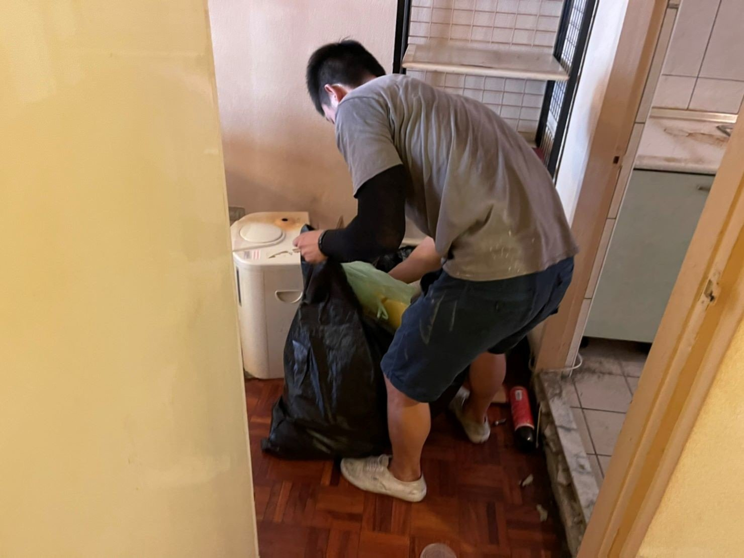 搬家推薦【榮福搬家】搬家口碑第一、台北搬家、新北搬家:【廢棄物處理清運、家庭家具垃圾處理】榮福搬家垃圾清運服務-顧客不用自己動手整理,全交由榮福搬家師傅整理清運到好。