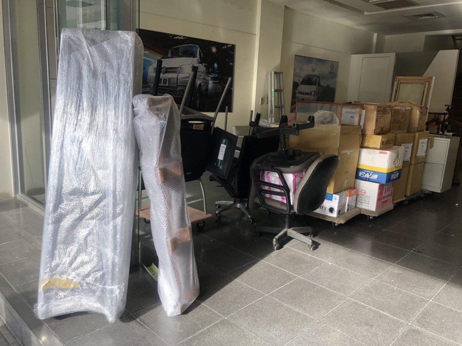 搬家【榮福搬家公司】搬家首選、台北搬家公司推薦:公司行搬遷服務,包裝搬運、打包裝箱「細膩包裝、專業搬運、用心服務、以客為尊」是榮福搬家公司的宗旨與精神。歡迎立即來電02-2651-2727專人服務。
